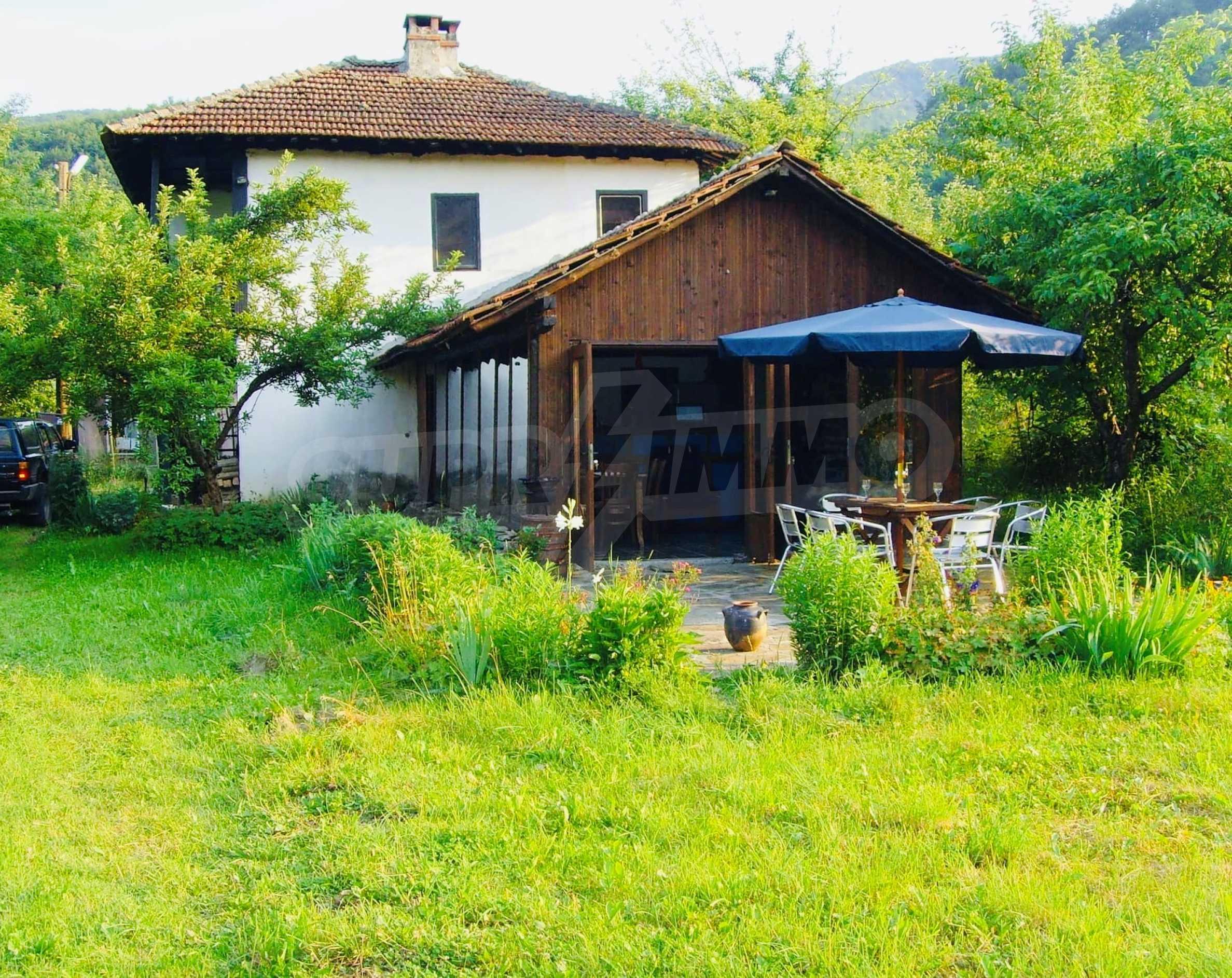 Реновирана двуетажна къща на 11 км от град Троян  1