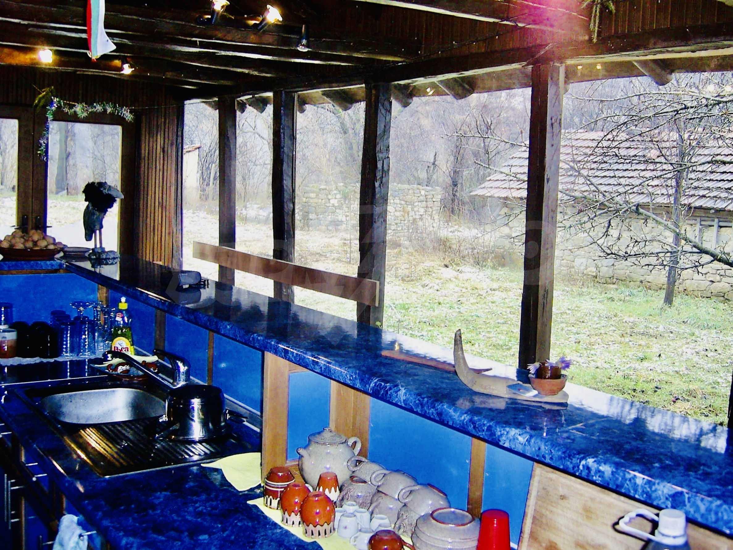 Реновирана двуетажна къща на 11 км от град Троян  2