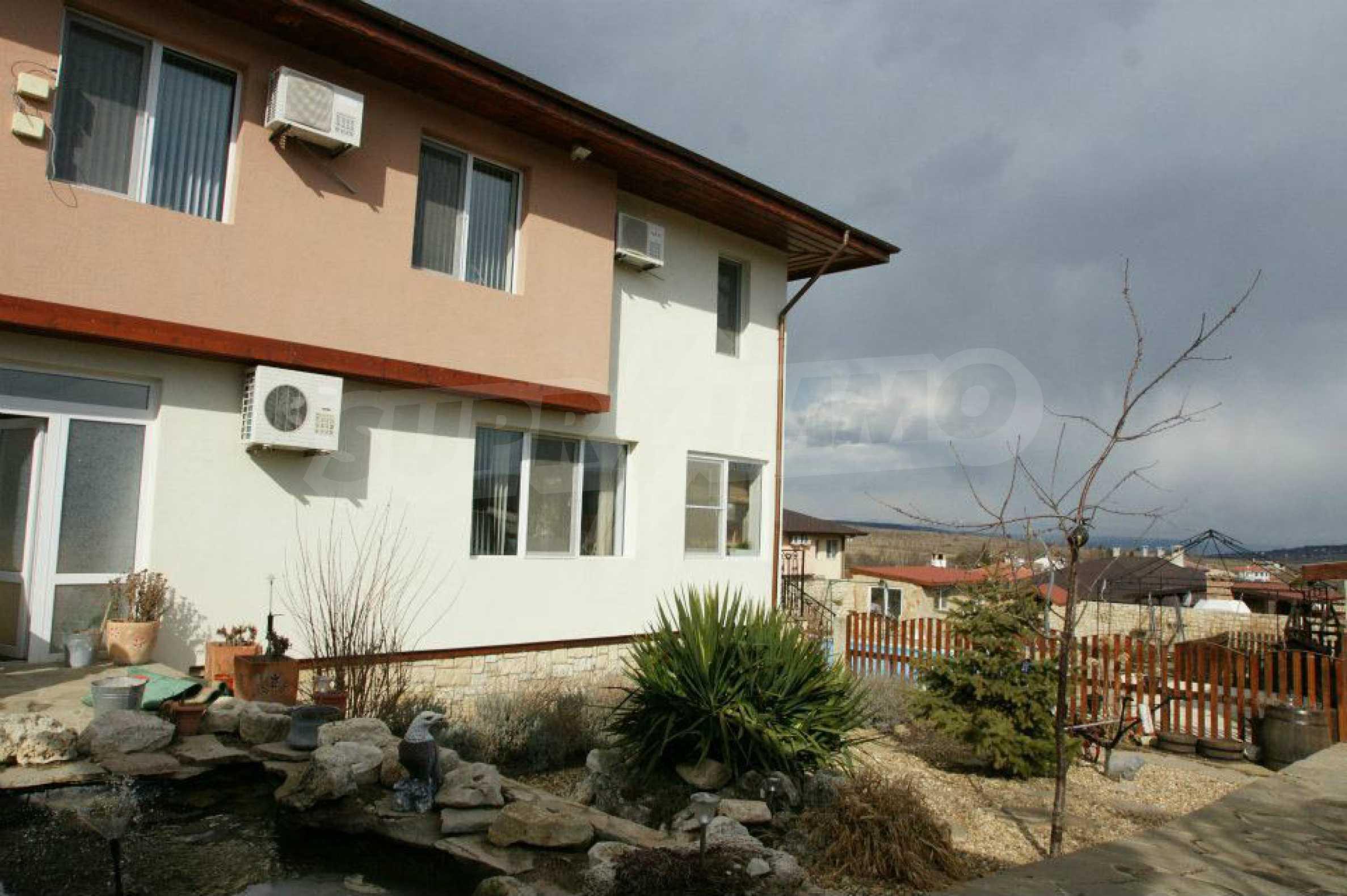 Zweistöckiges Haus mit Pool und Meerblick in der Nähe von Varna 28