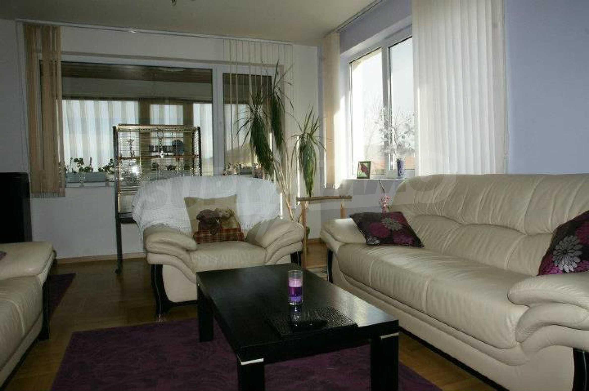 Zweistöckiges Haus mit Pool und Meerblick in der Nähe von Varna 4