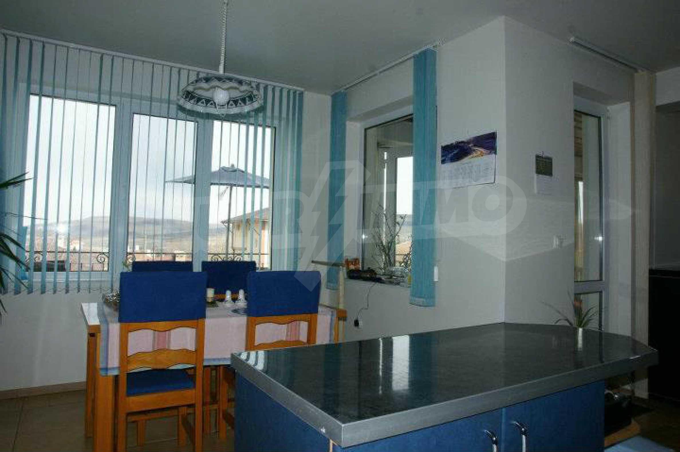 Zweistöckiges Haus mit Pool und Meerblick in der Nähe von Varna 8