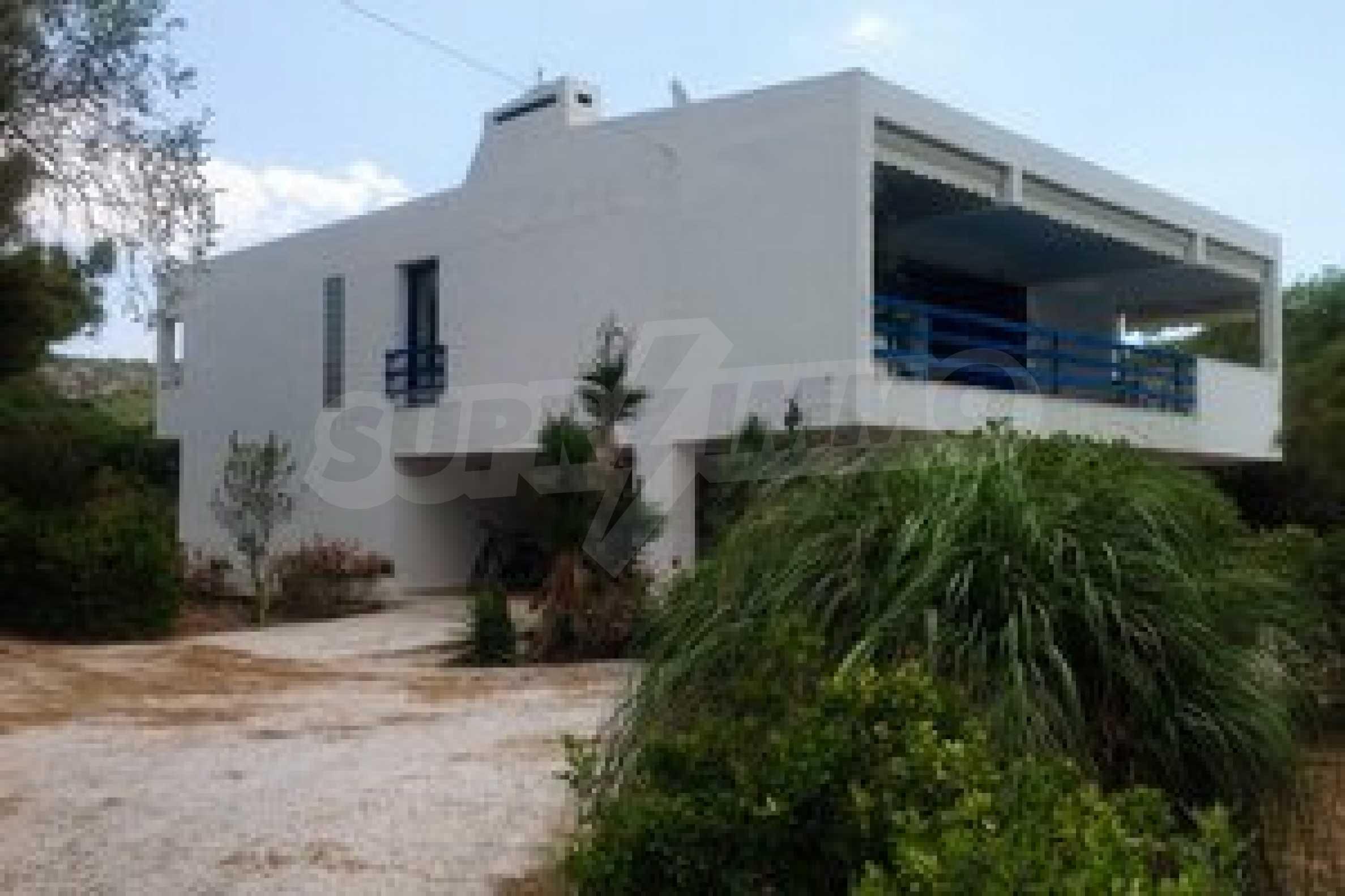 Прекрасна къща с четири спални до приказен плаж
