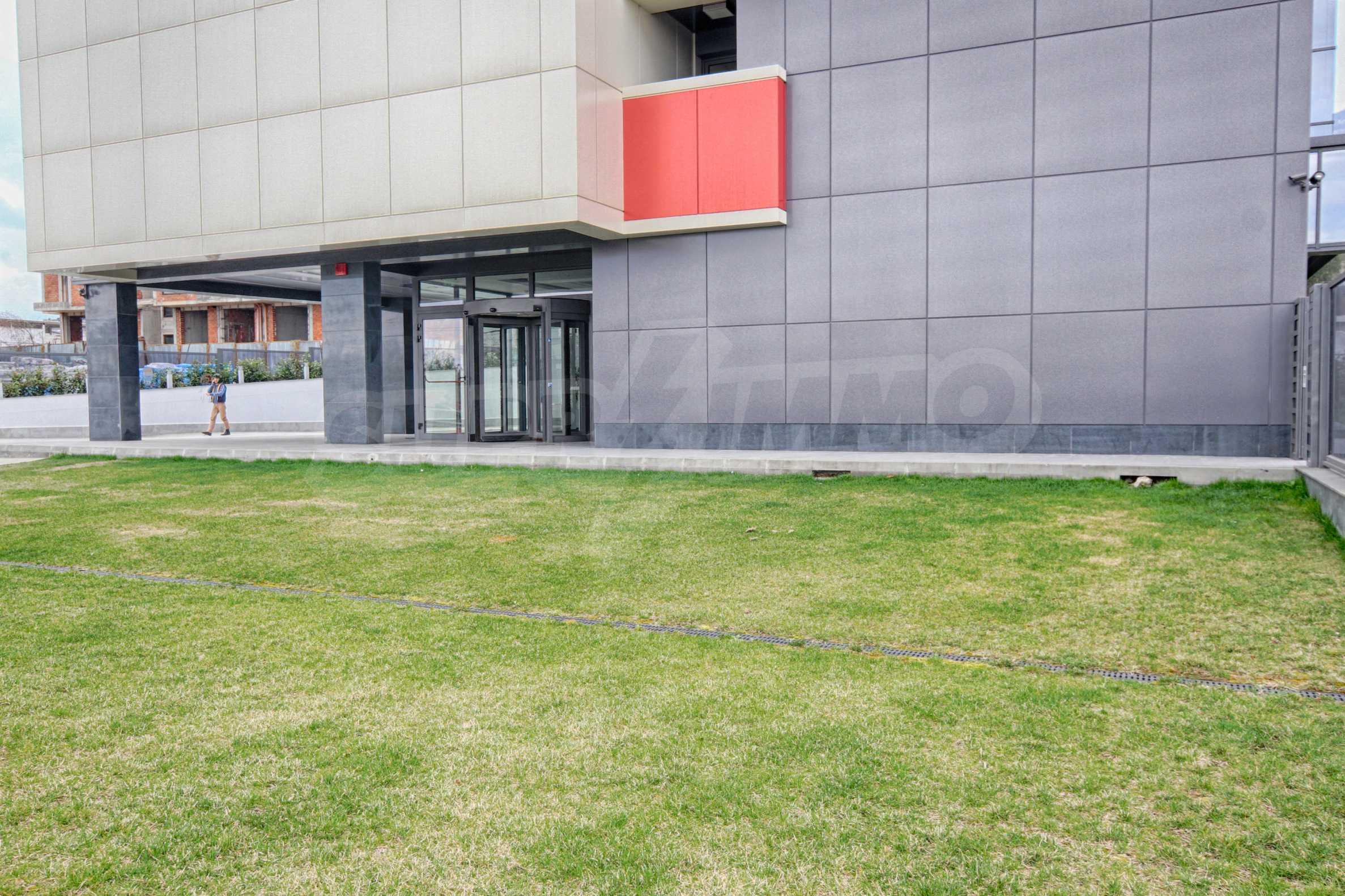 Панорамен офис в стилна сграда на Околовръстен път 23