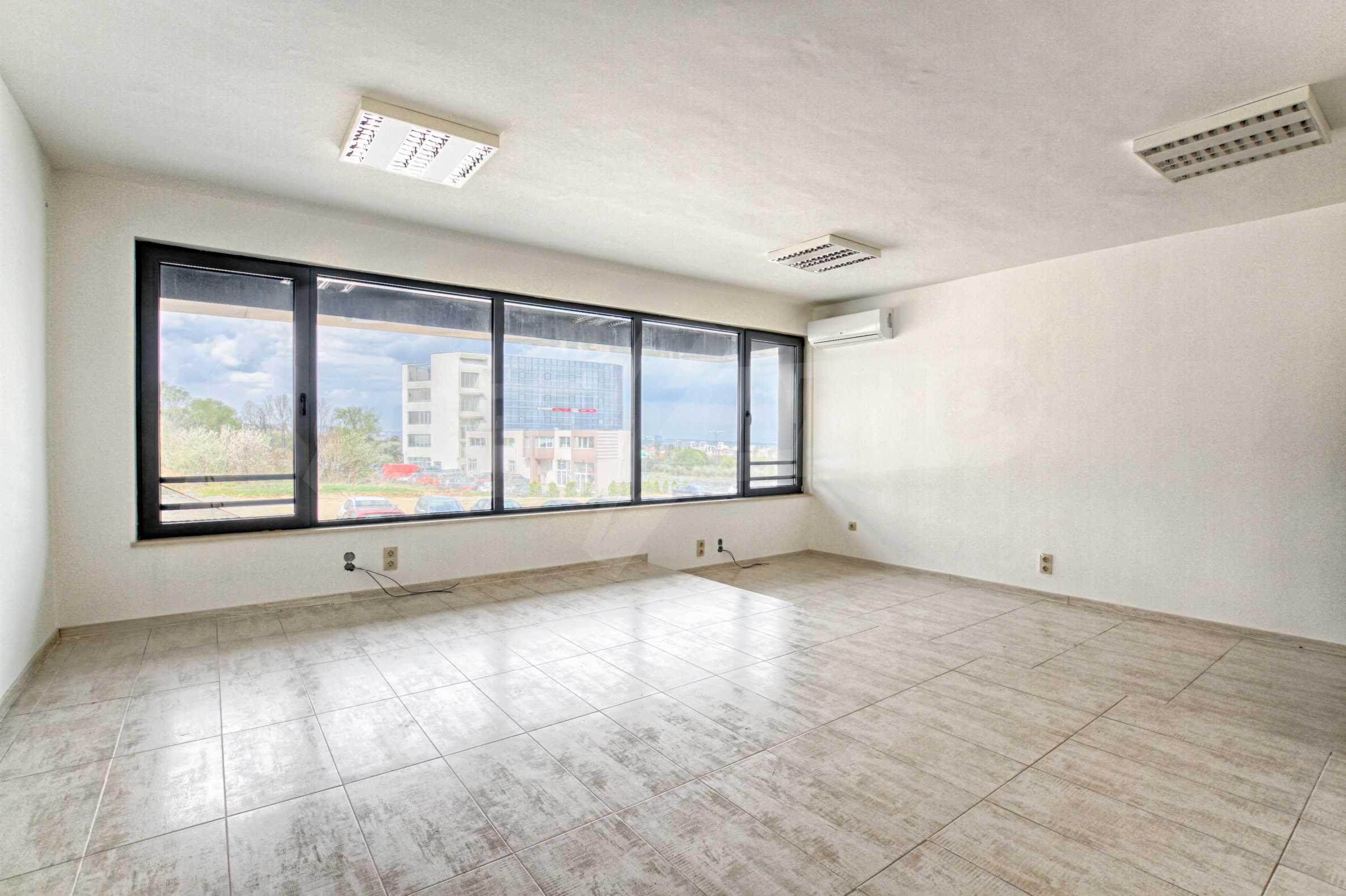 Панорамен офис в стилна сграда на Околовръстен път 6
