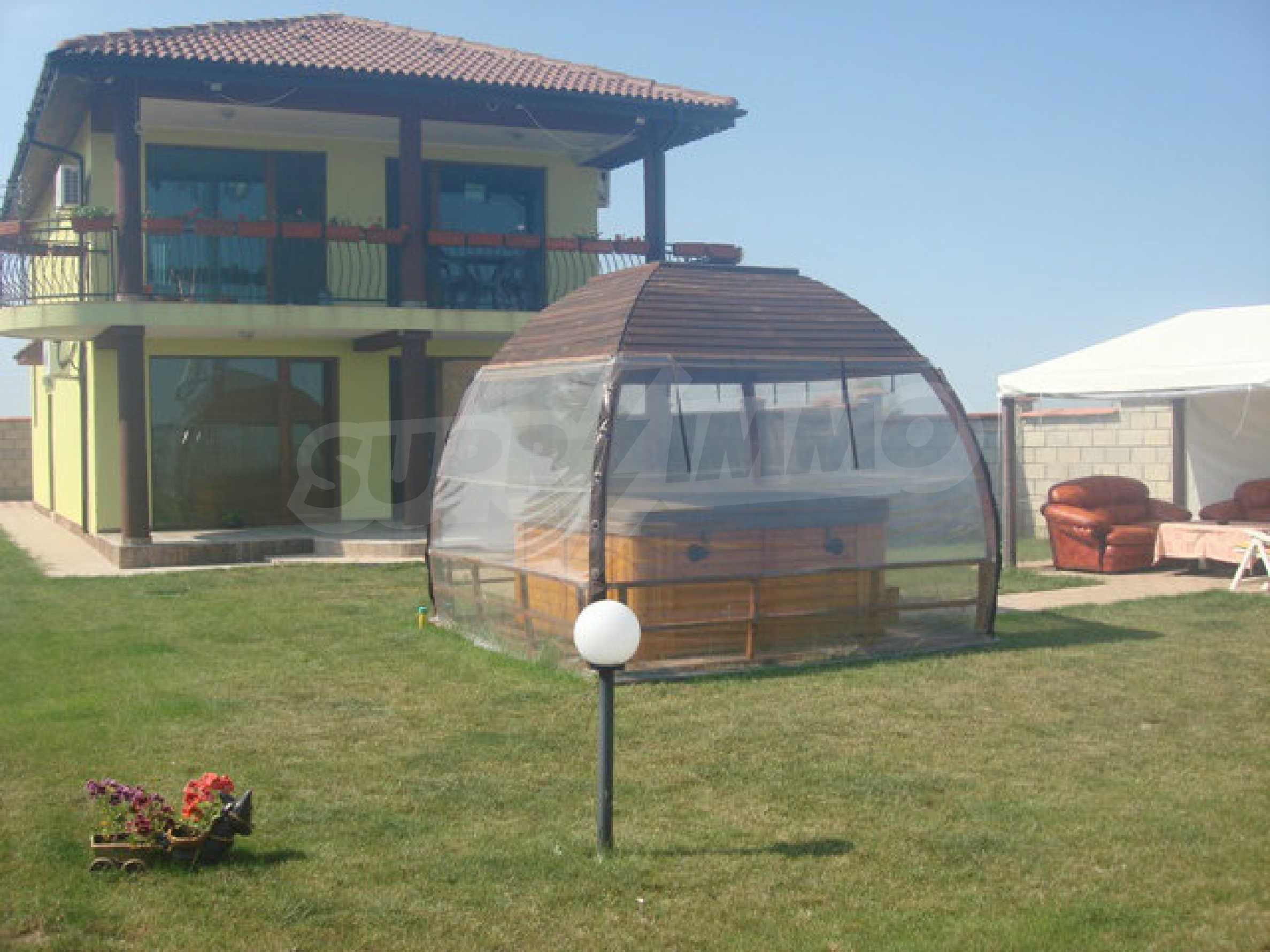House for sale in Topola village