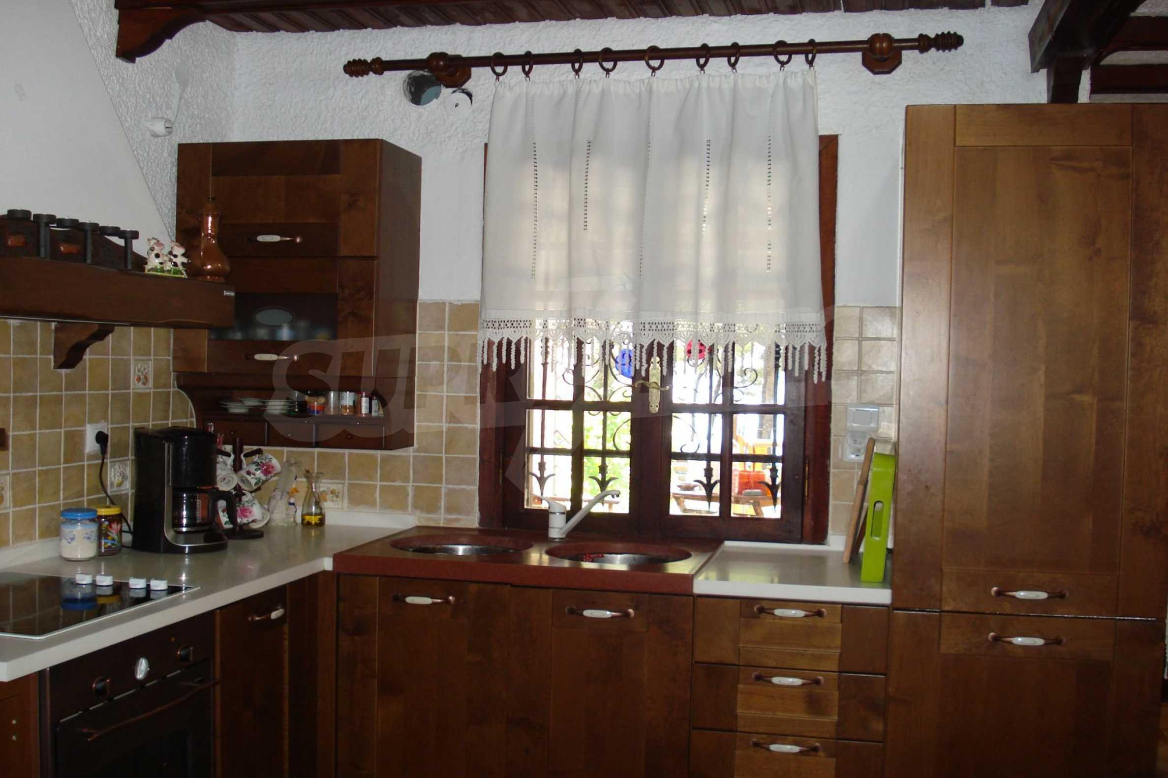 Къща  в  Никити 15