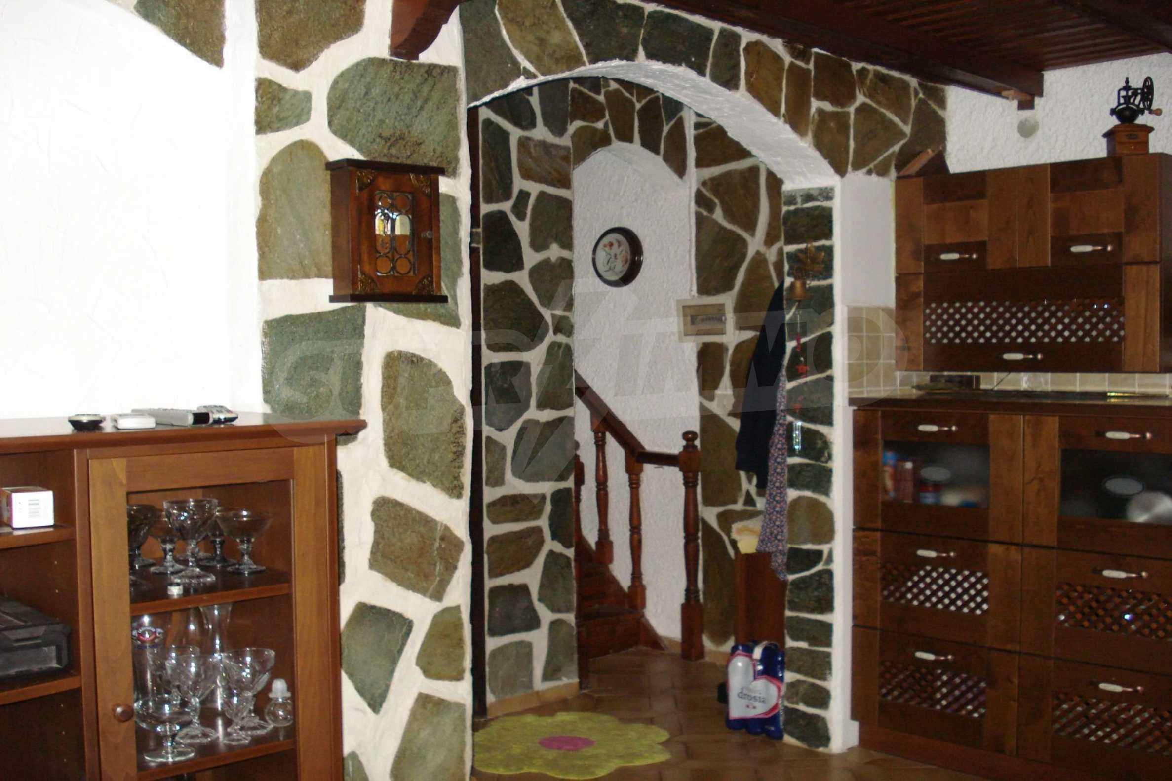 Къща  в  Никити 17