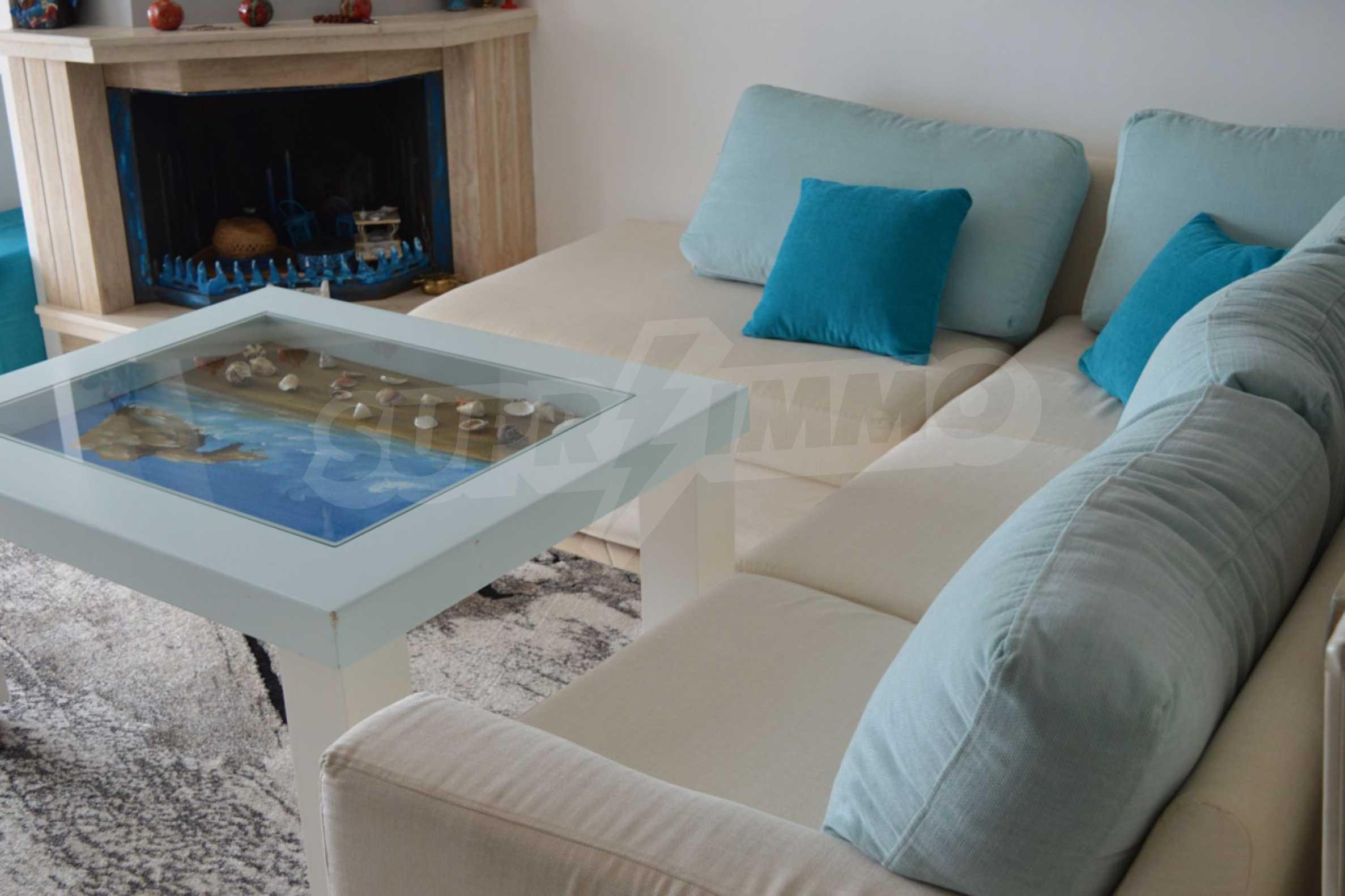 Уютна редова къща в  Лутра с прекрасна морска гледка 11
