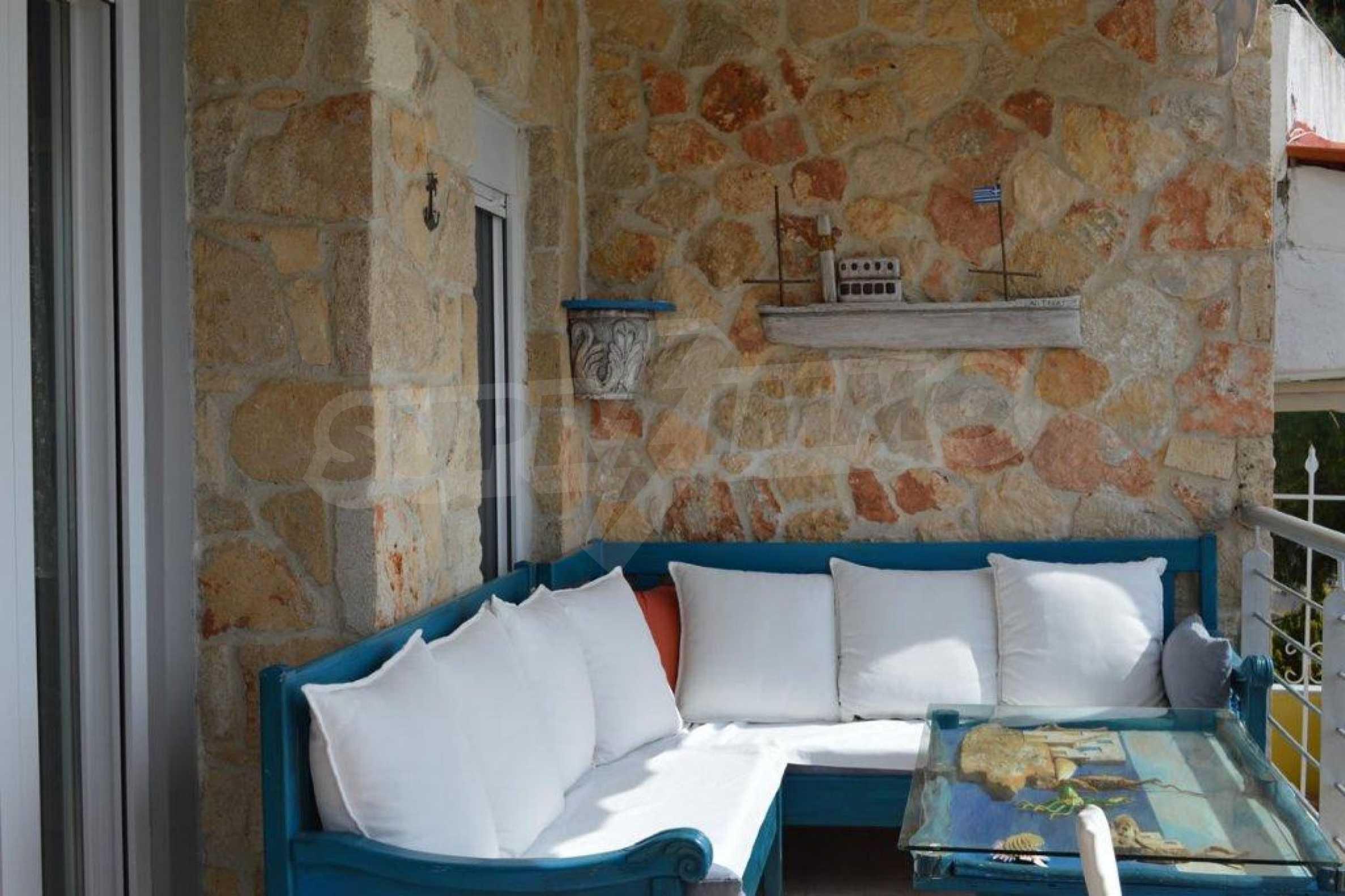 Уютна редова къща в  Лутра с прекрасна морска гледка 28