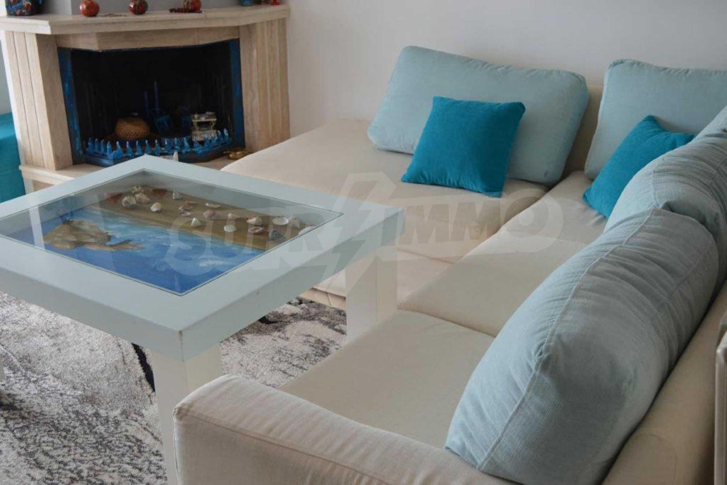 Уютна редова къща в  Лутра с прекрасна морска гледка 32