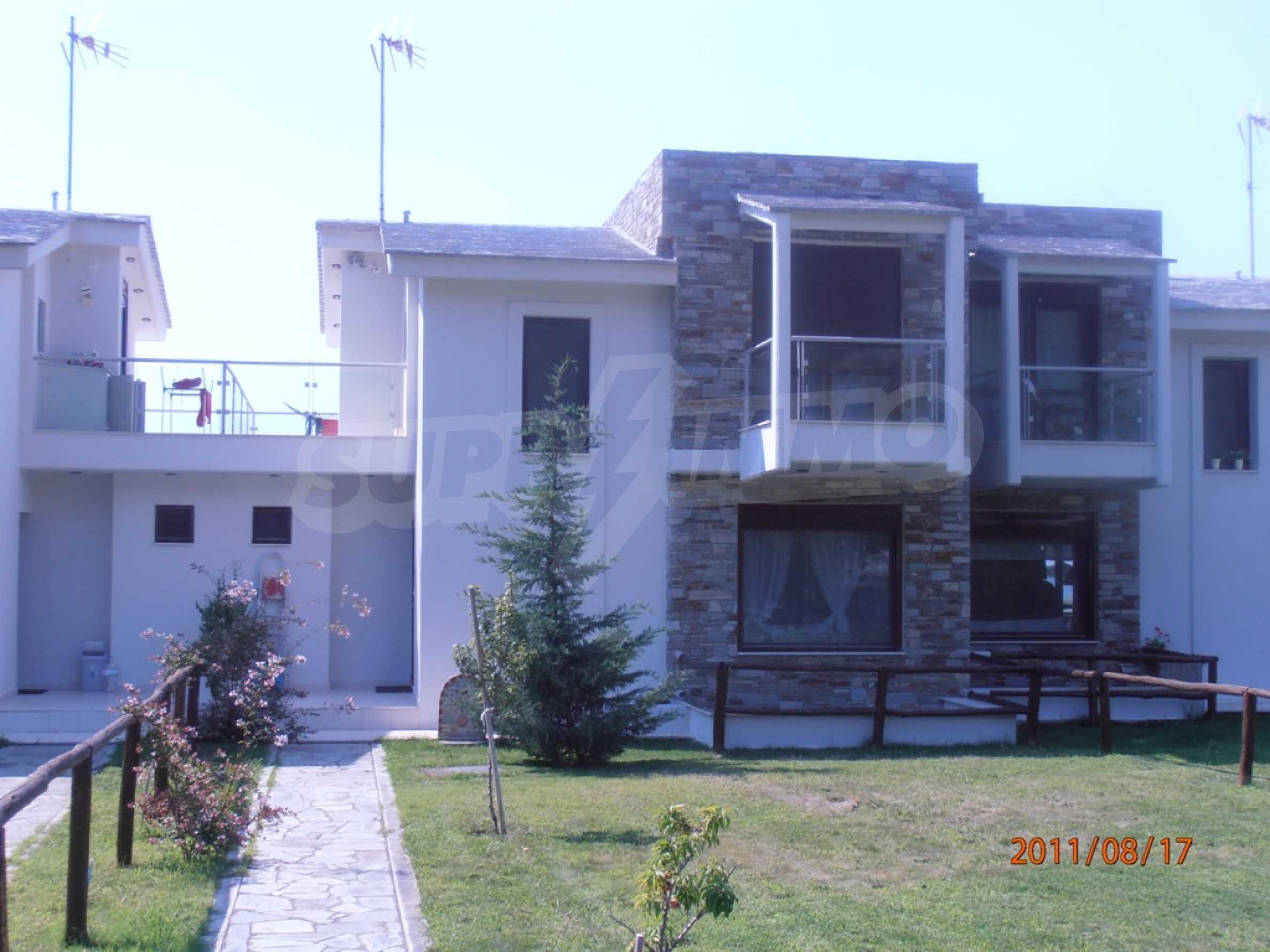 Къща  в  Акти Азапико 1