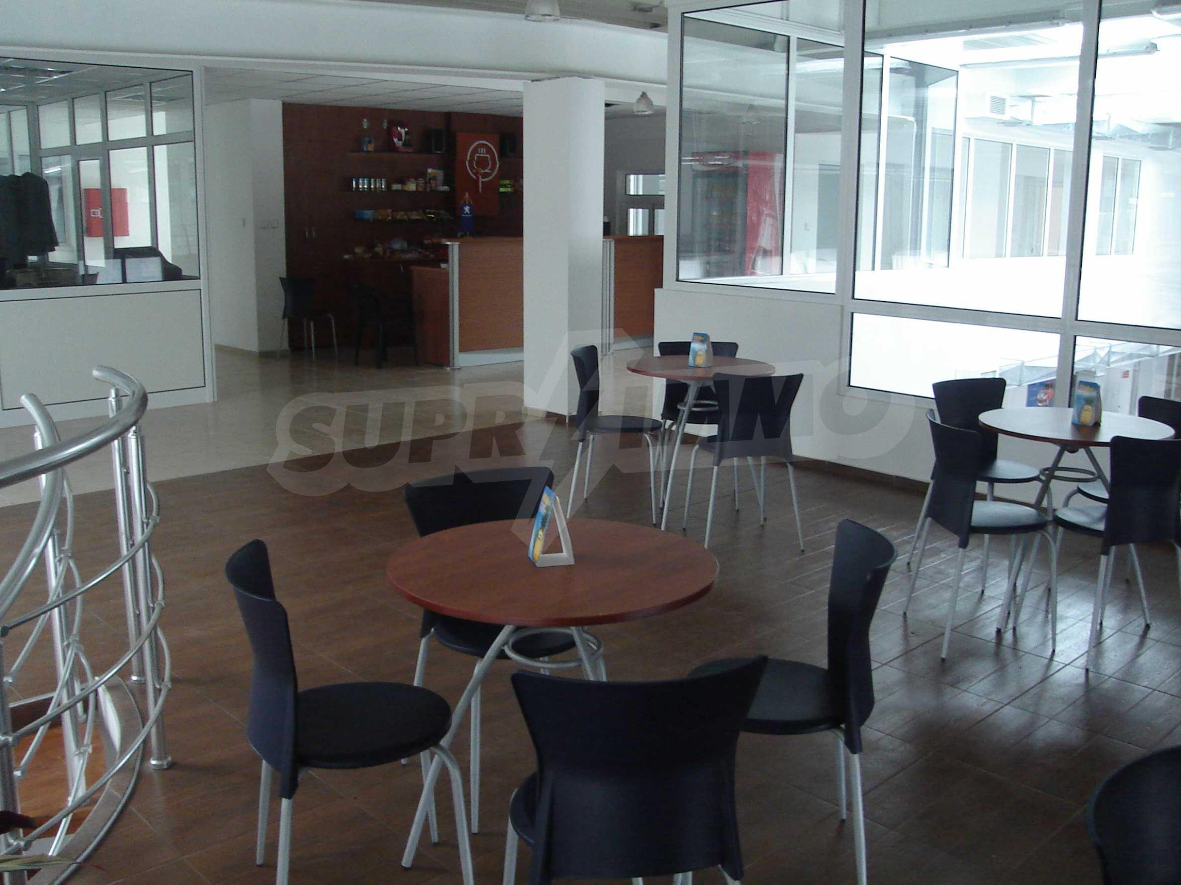 Gewerbe- und Dienstleistungskomplex im Stadtteil Mladost 6