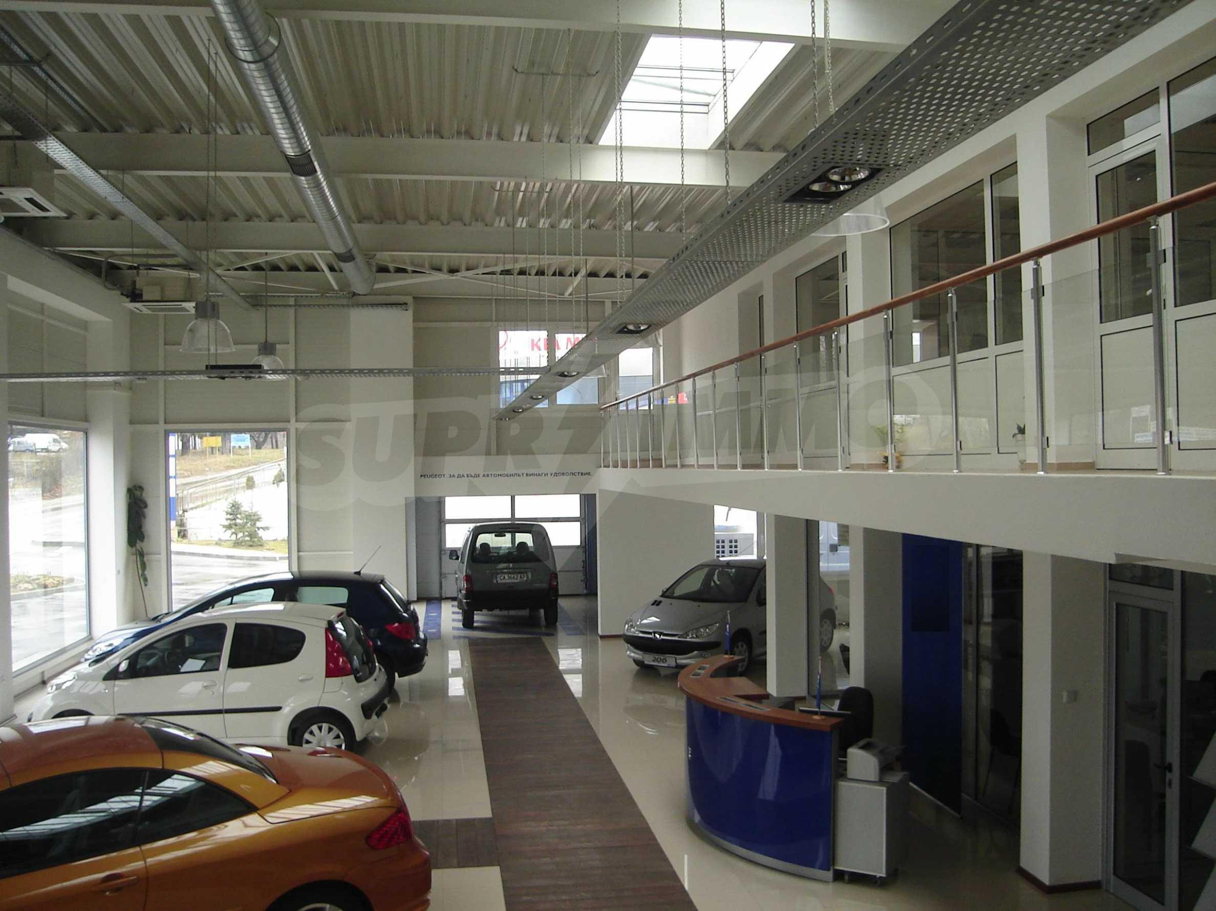 Gewerbe- und Dienstleistungskomplex im Stadtteil Mladost 8
