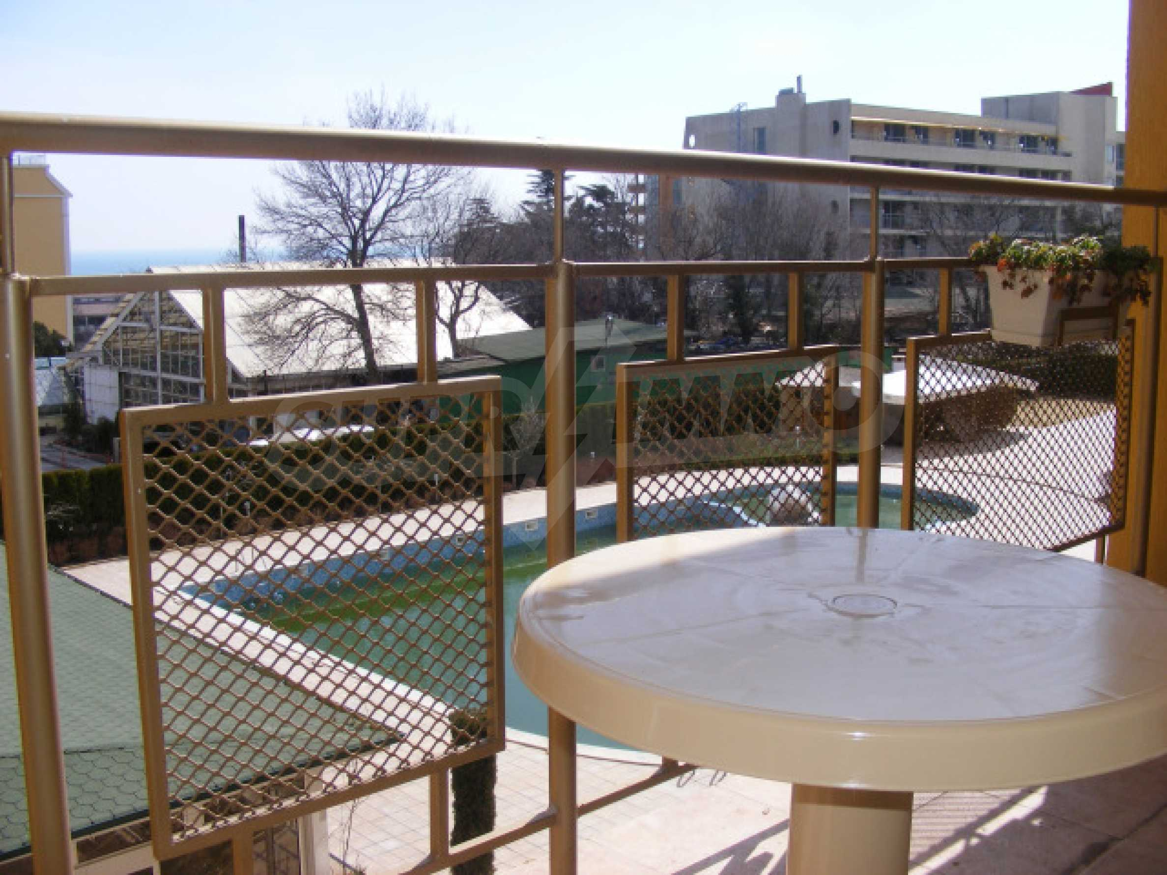 Fully furnished 1-bedroom apartment in Golden Sands with a sea view 8