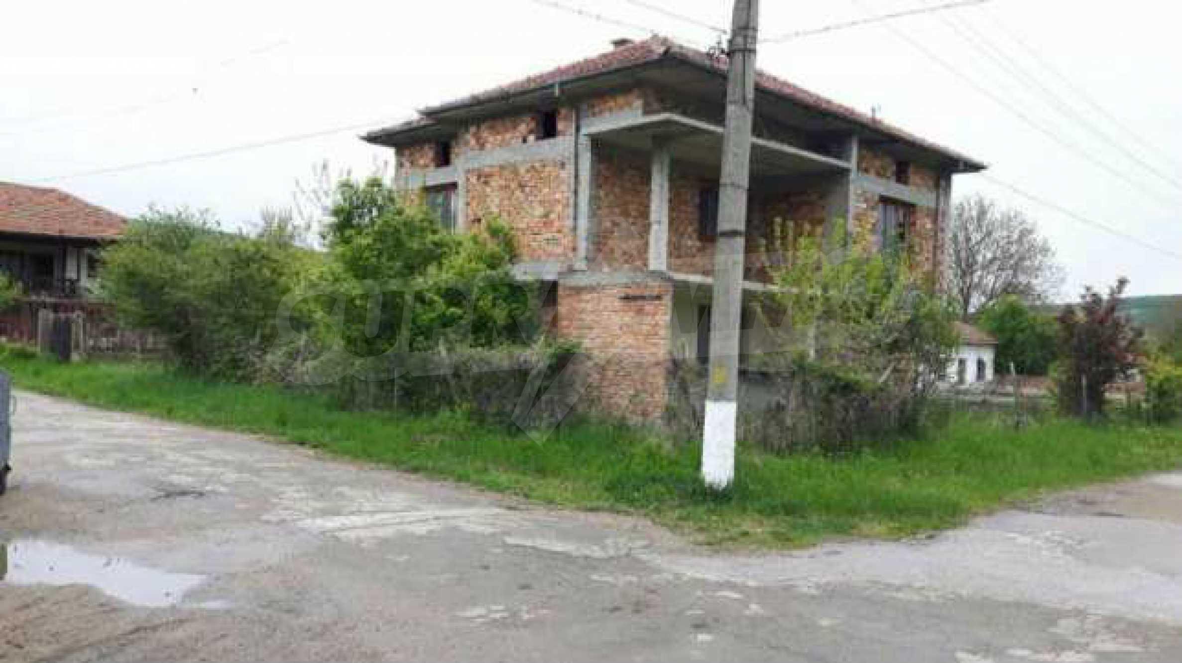 Новопостроена двуетажна къща в центъра на село, до язовир 1