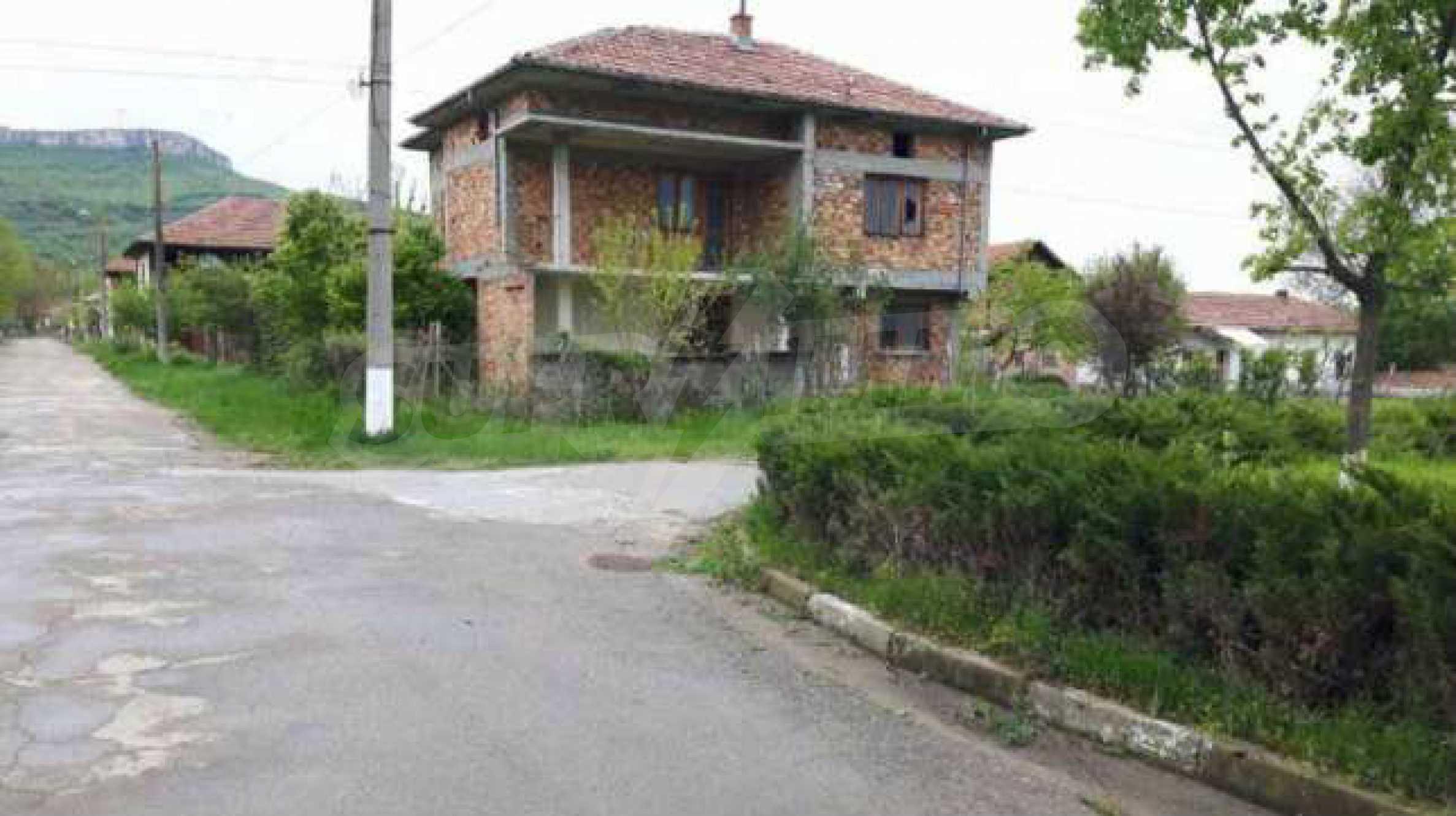 Новопостроена двуетажна къща в центъра на село, до язовир 3