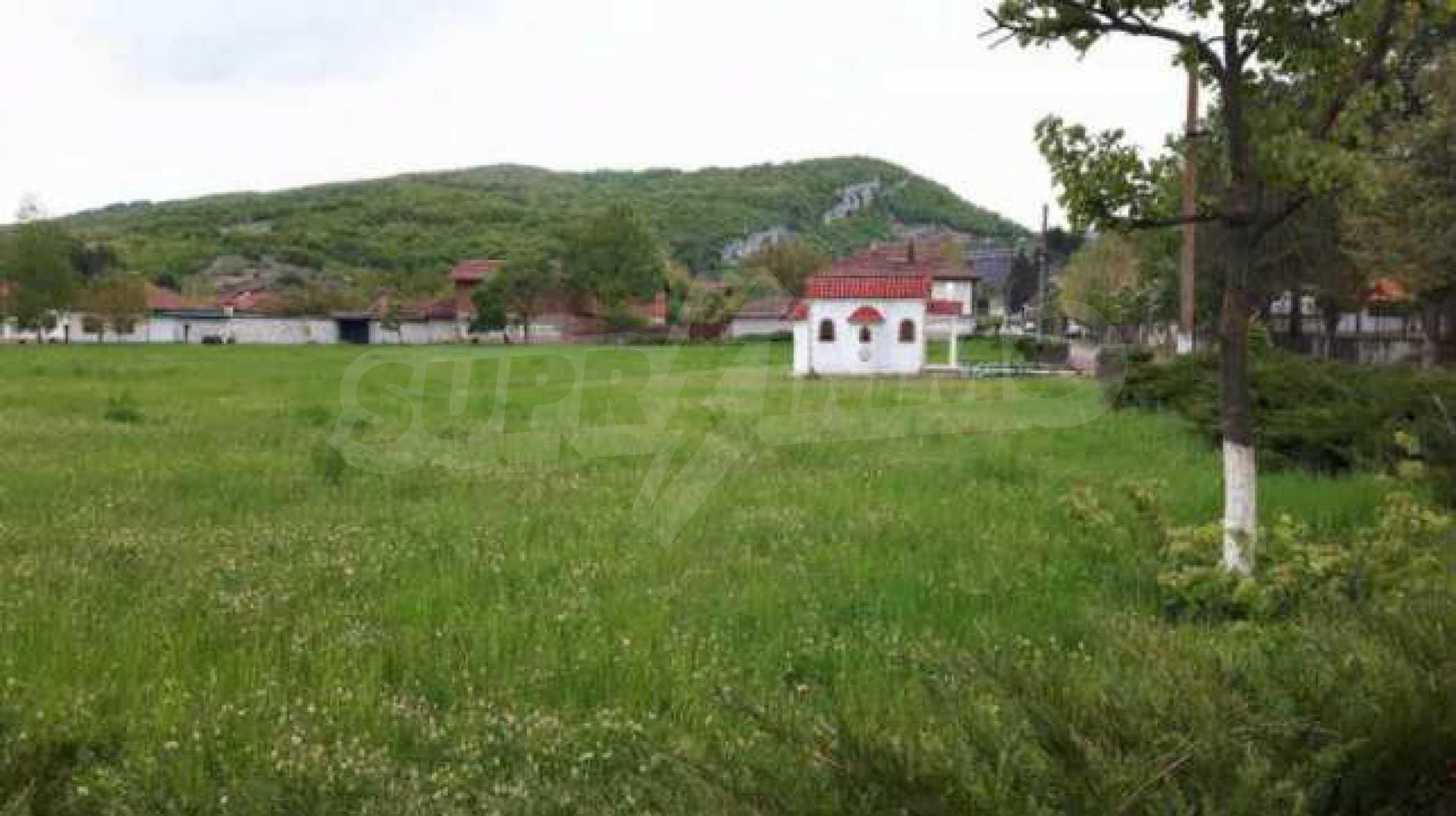 Новопостроена двуетажна къща в центъра на село, до язовир 5
