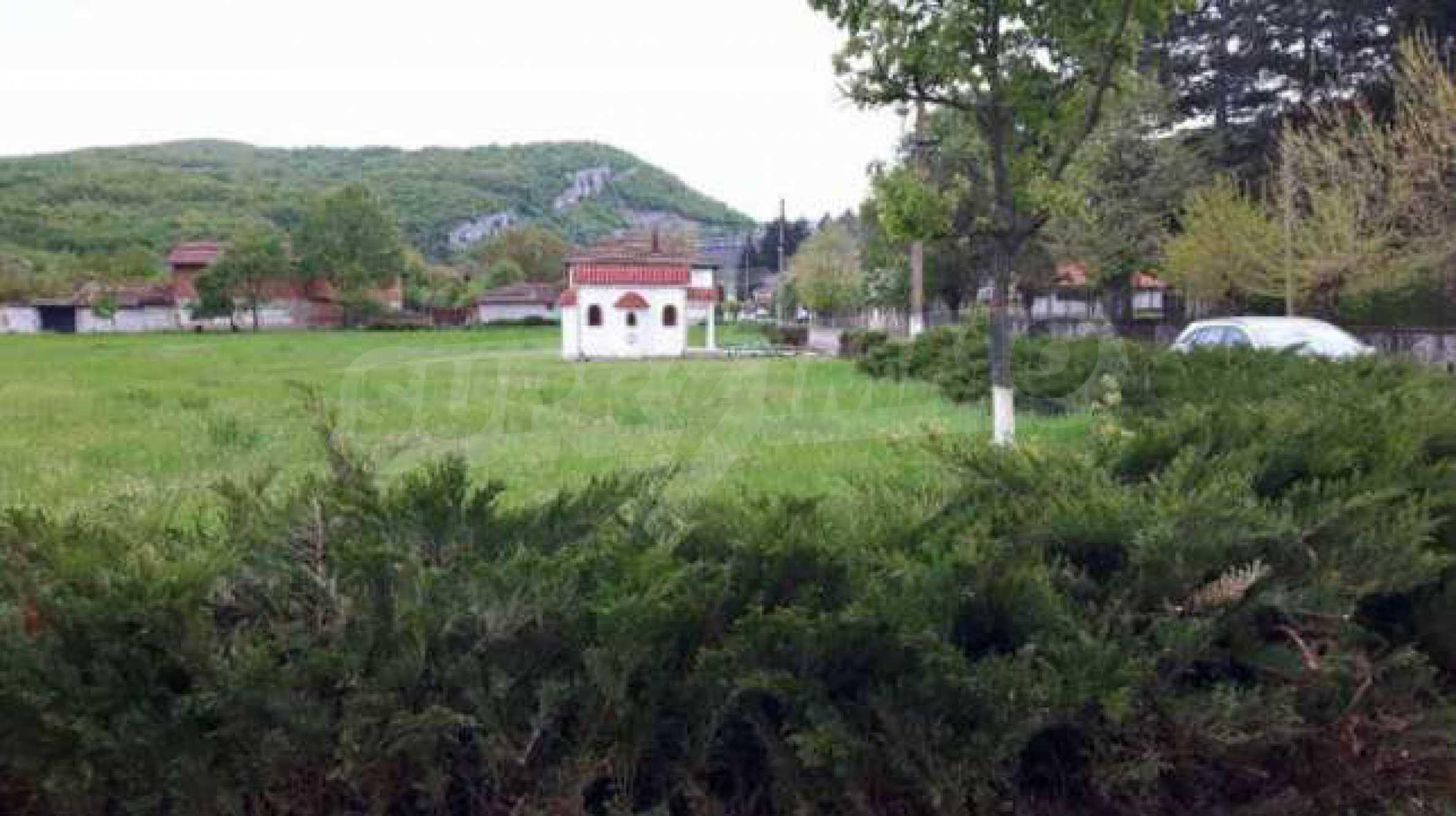 Новопостроена двуетажна къща в центъра на село, до язовир 7