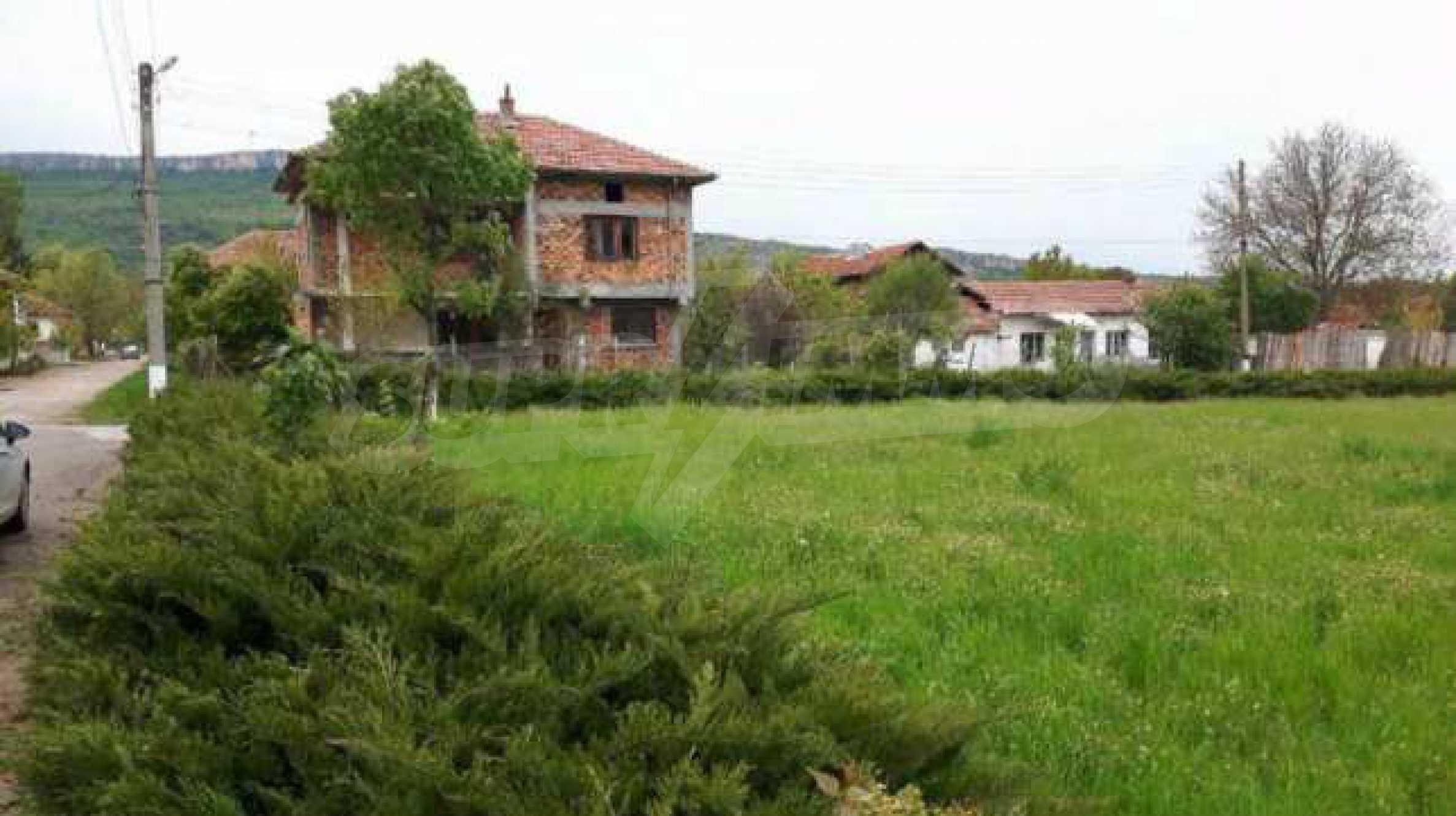 Новопостроена двуетажна къща в центъра на село, до язовир 8