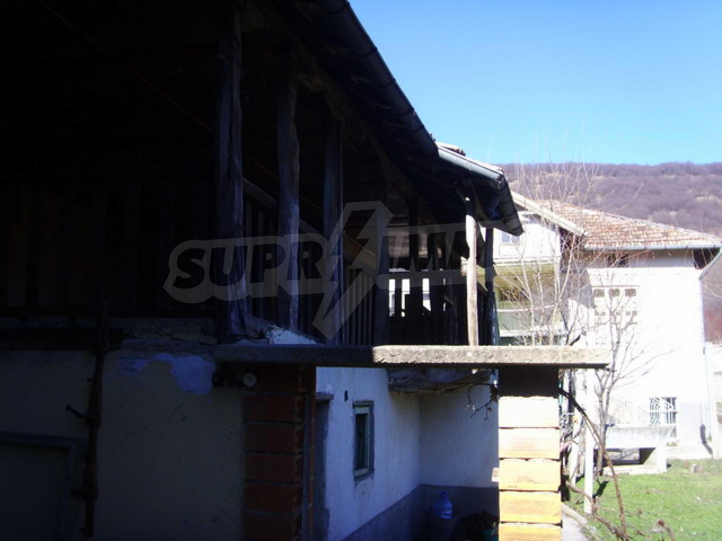 Къща в село близо до язовир Стамболийски 2