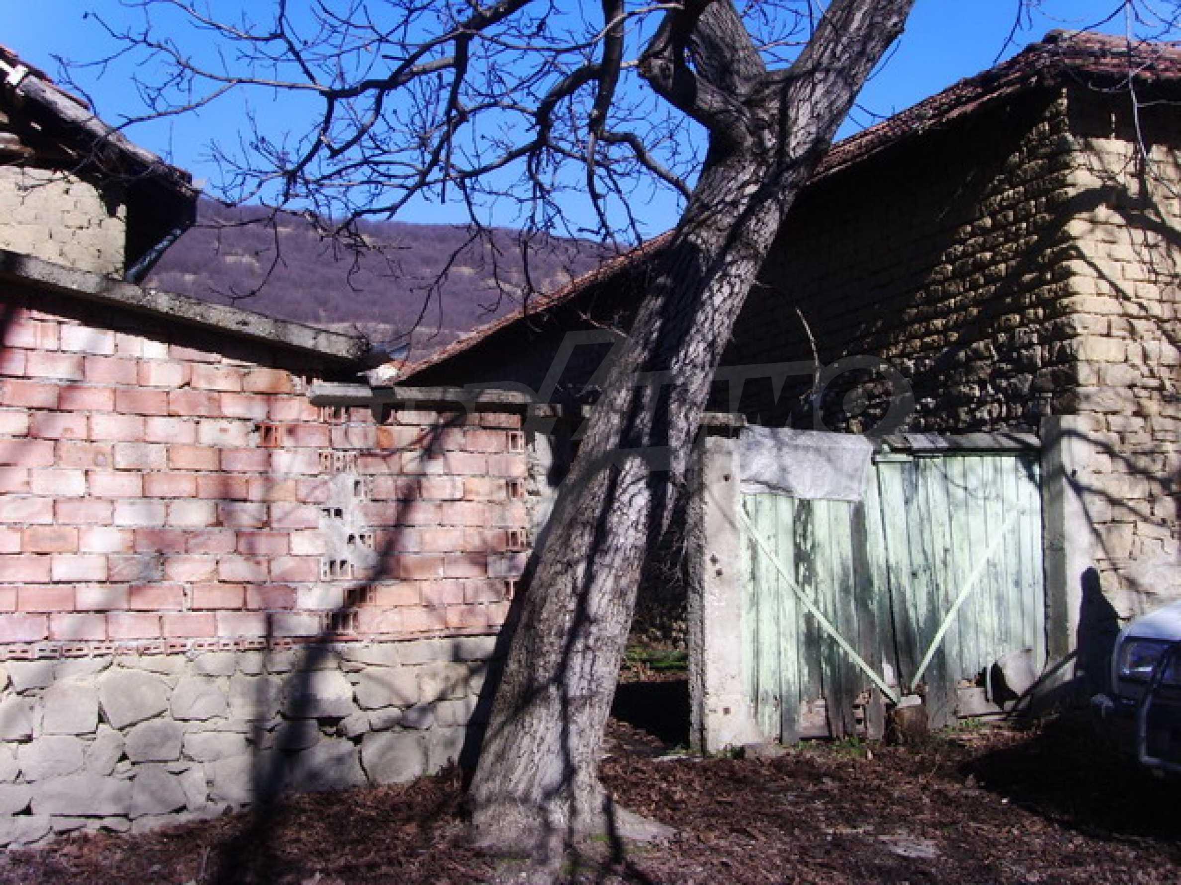 Къща в село близо до язовир Стамболийски 5