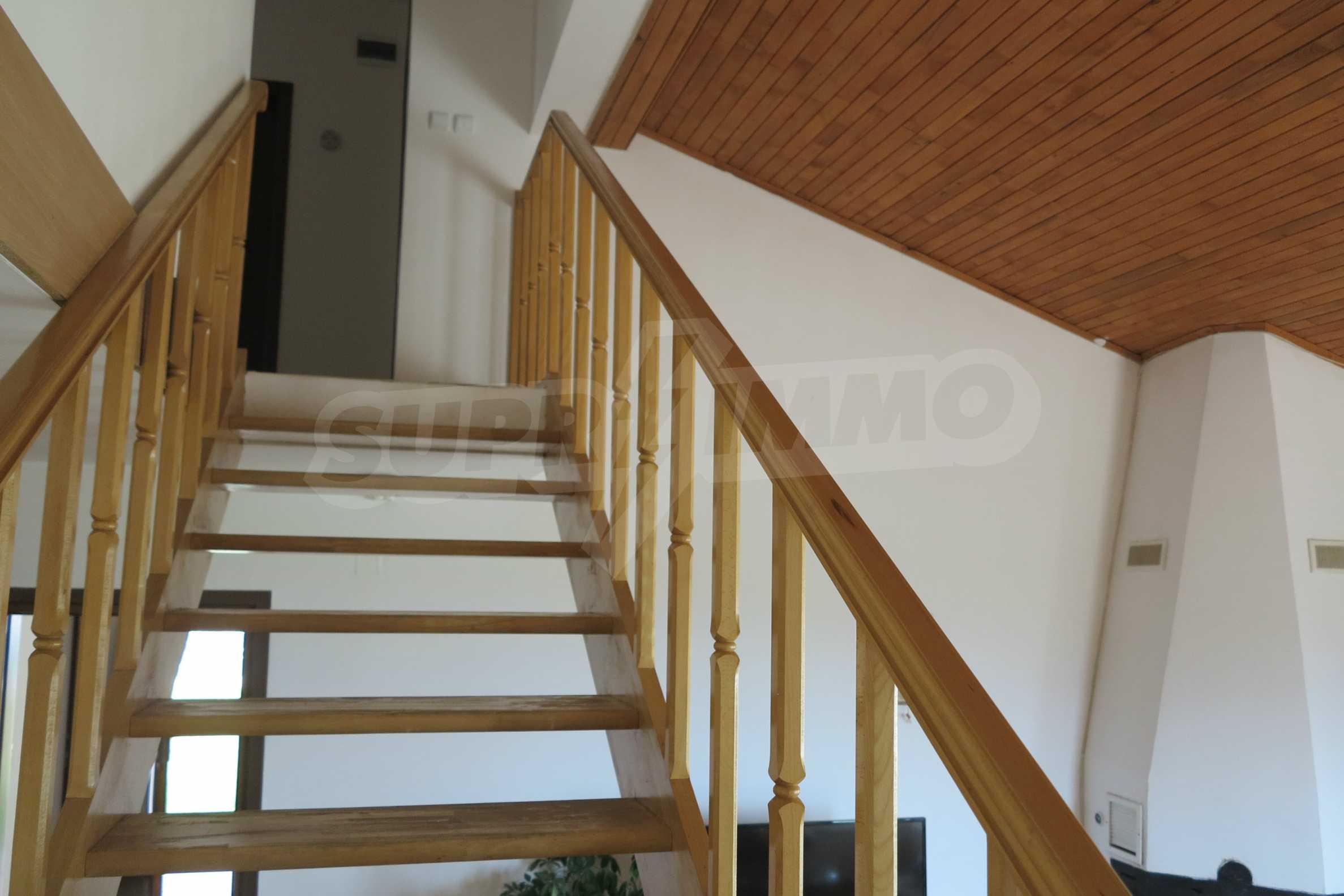 Двуетажна планинска къща с двор и лесен достъп до София 12