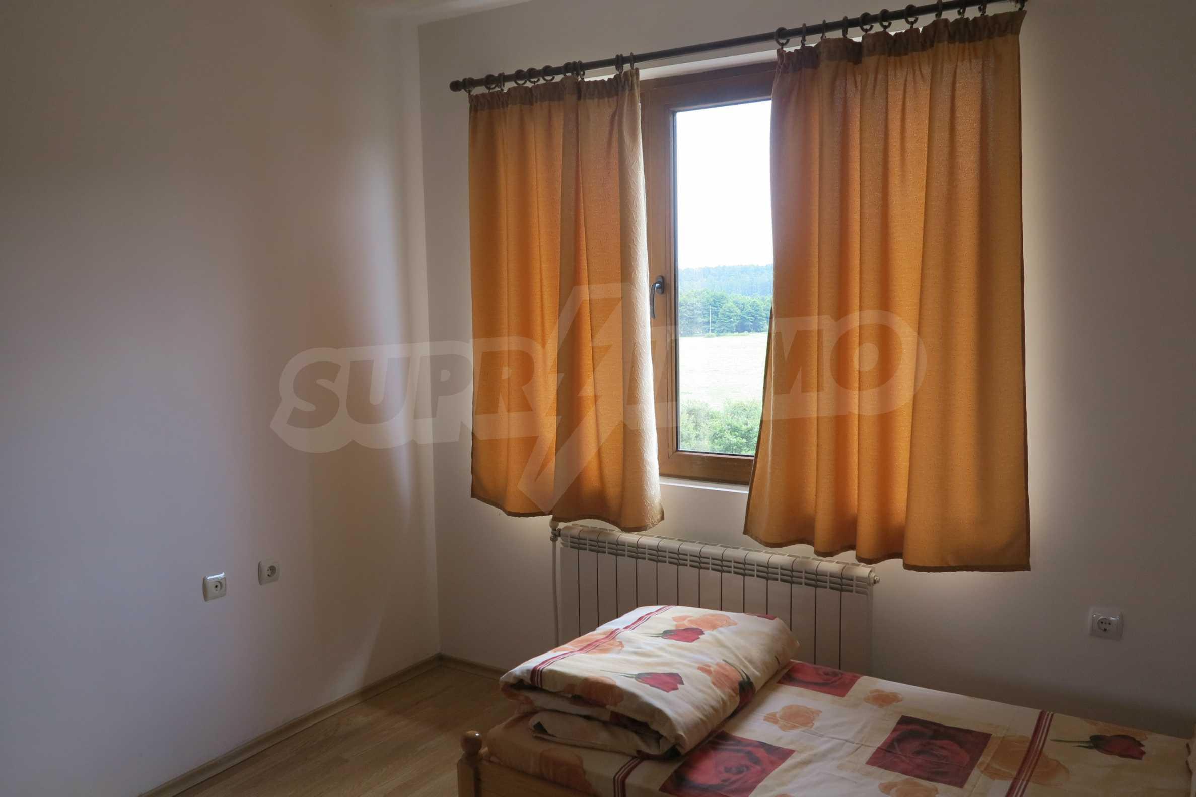 Двуетажна планинска къща с двор и лесен достъп до София 16