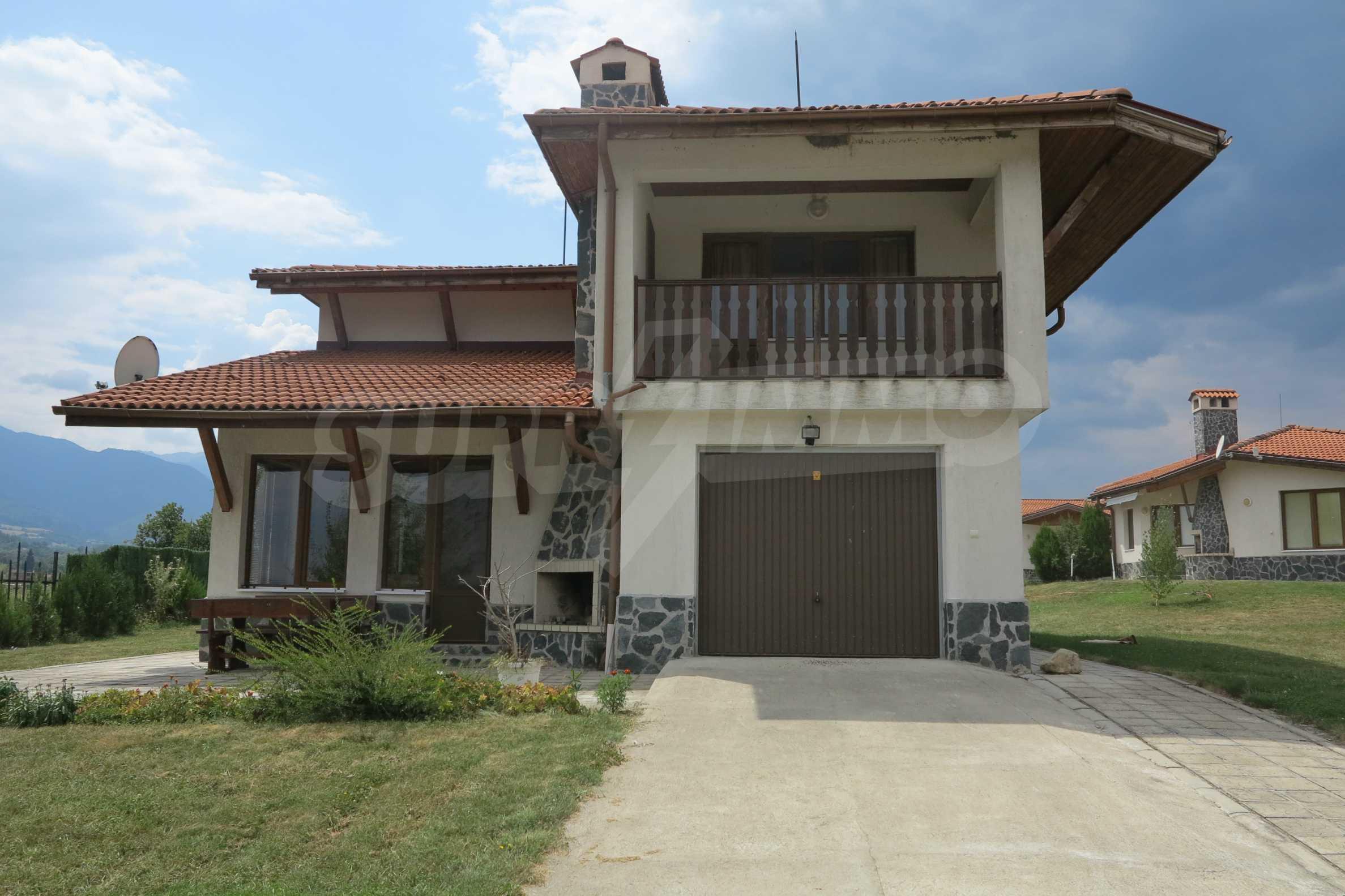 Двуетажна планинска къща с двор и лесен достъп до София 1