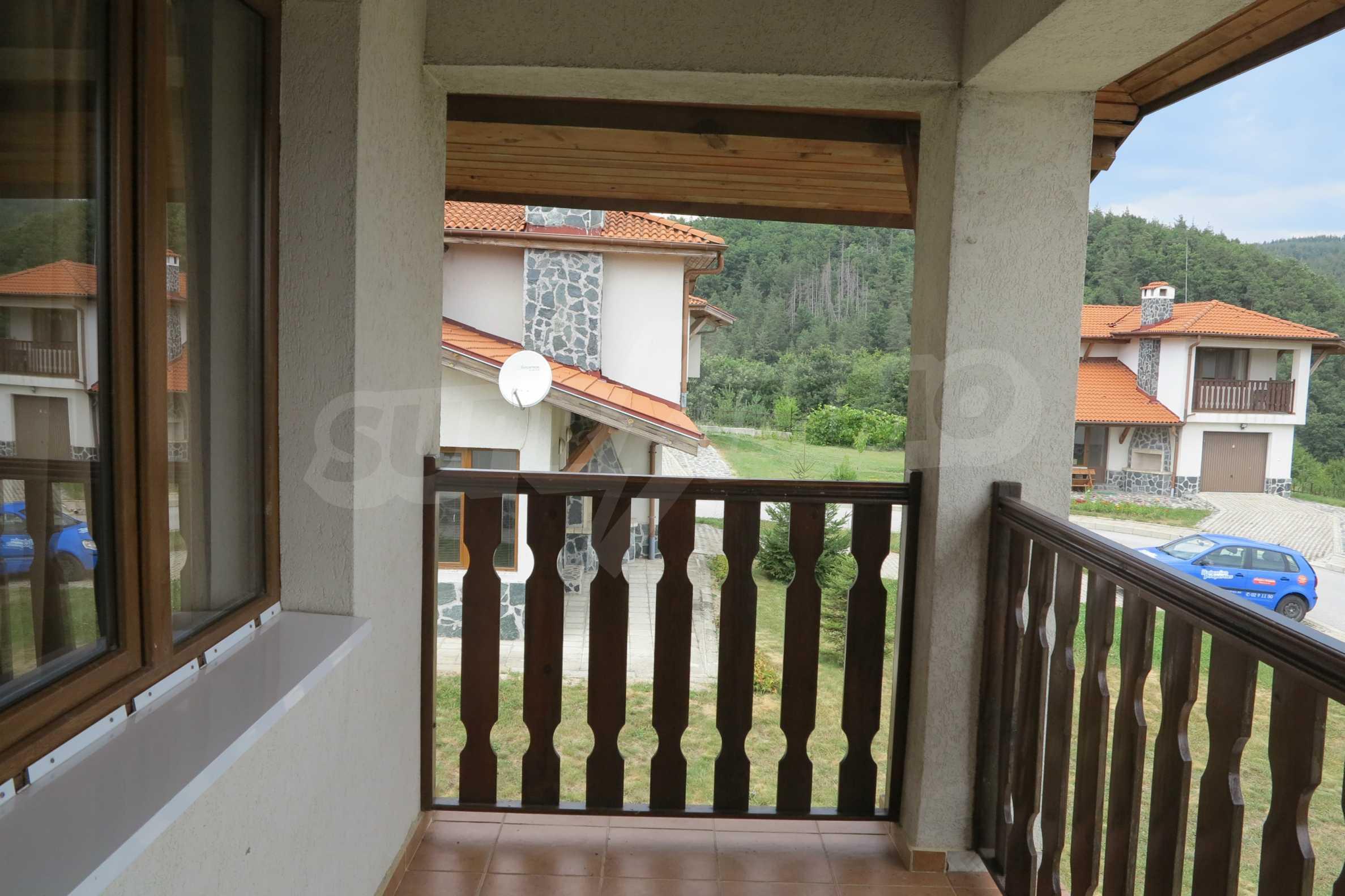 Двуетажна планинска къща с двор и лесен достъп до София 27