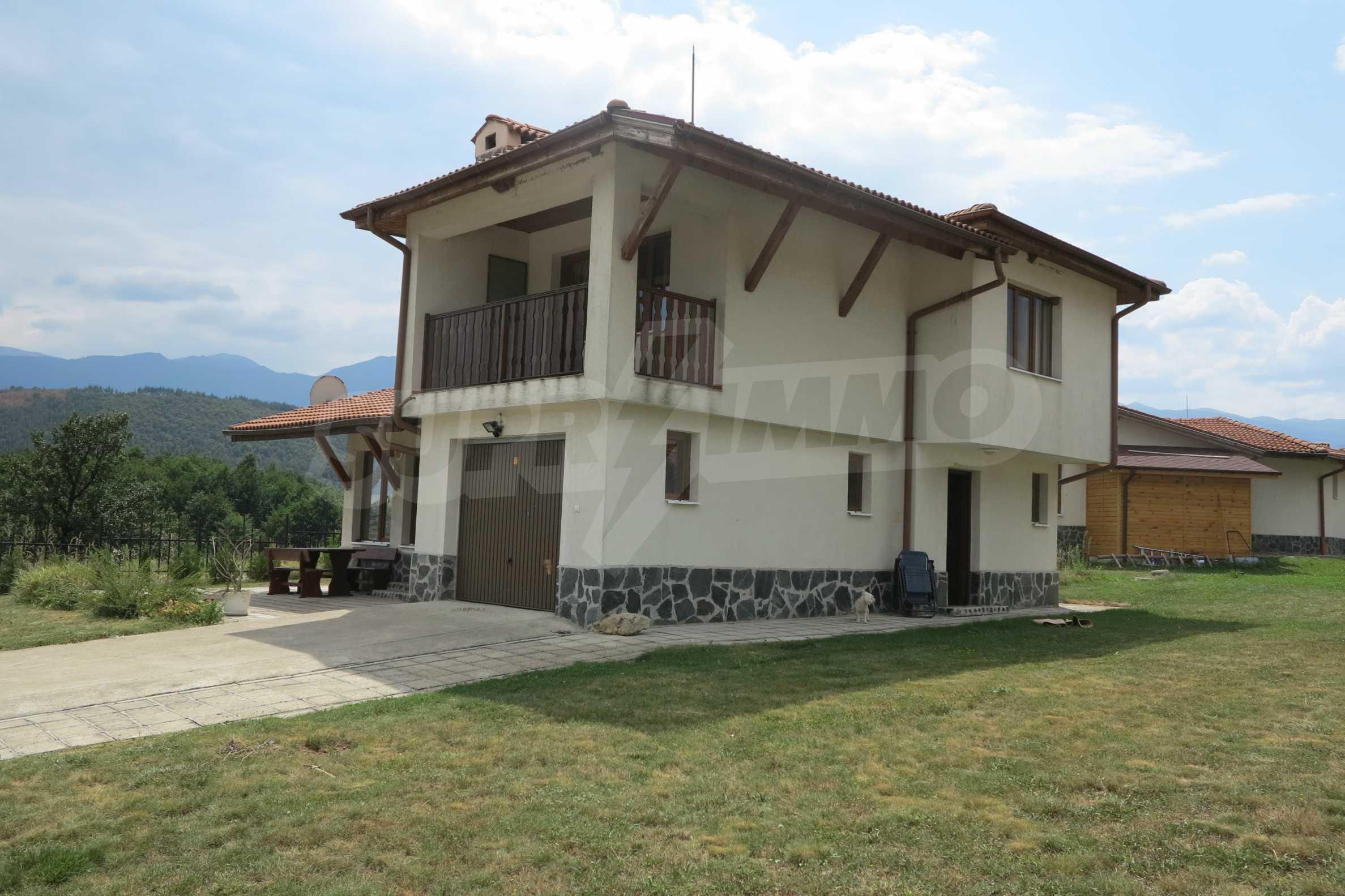 Двуетажна планинска къща с двор и лесен достъп до София 2