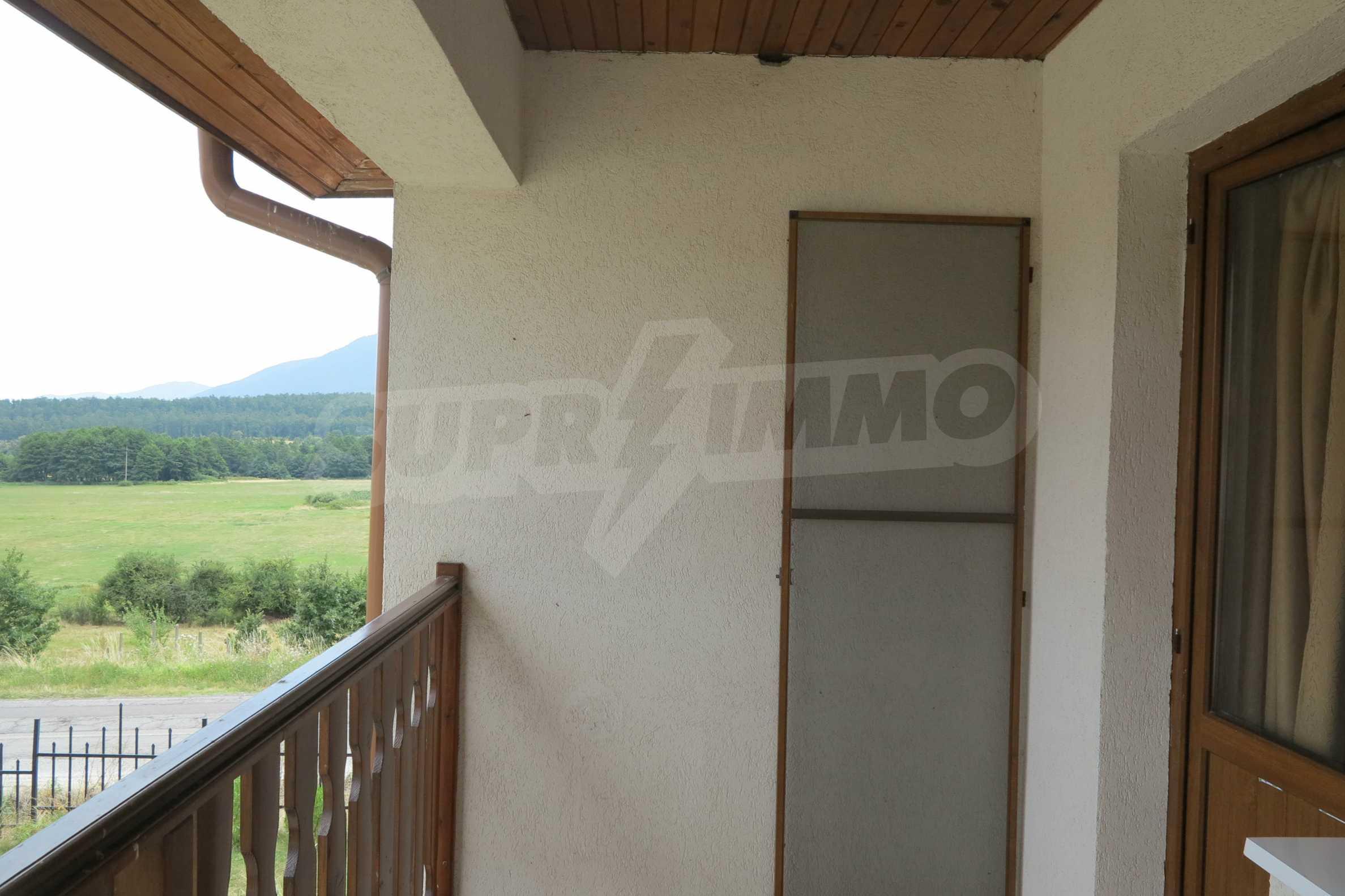 Двуетажна планинска къща с двор и лесен достъп до София 30