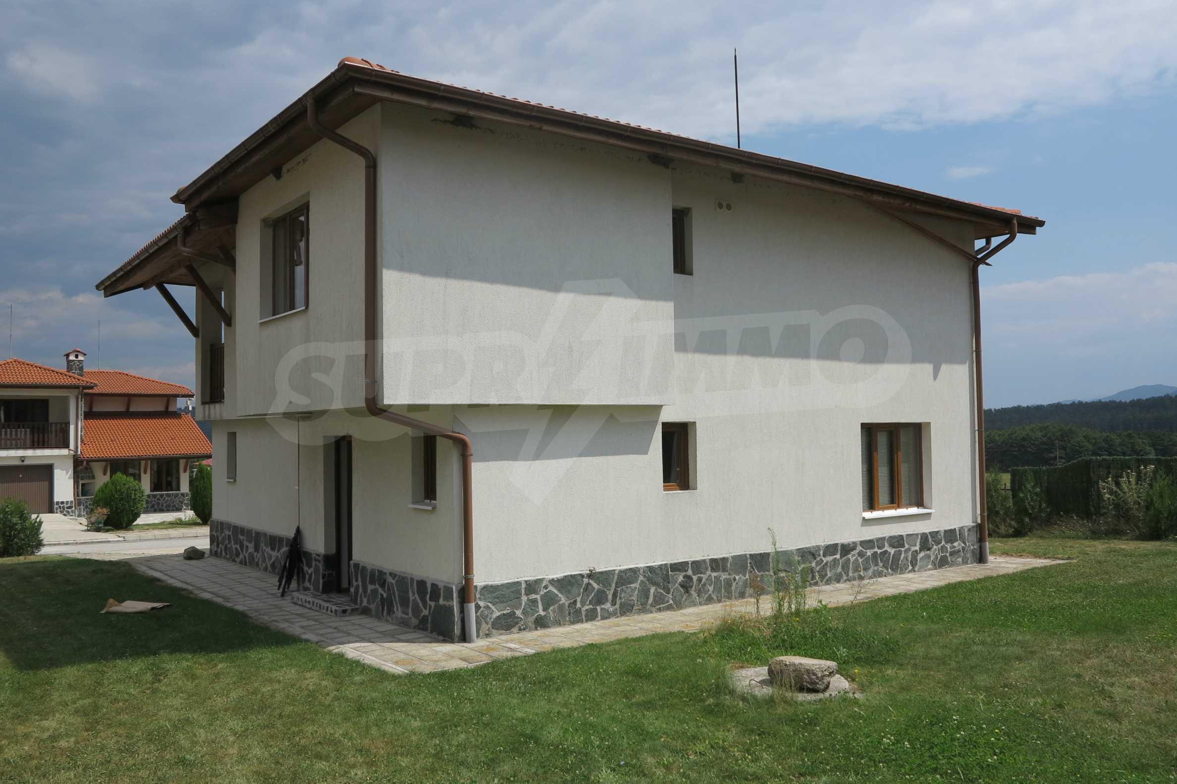 Двуетажна планинска къща с двор и лесен достъп до София 3