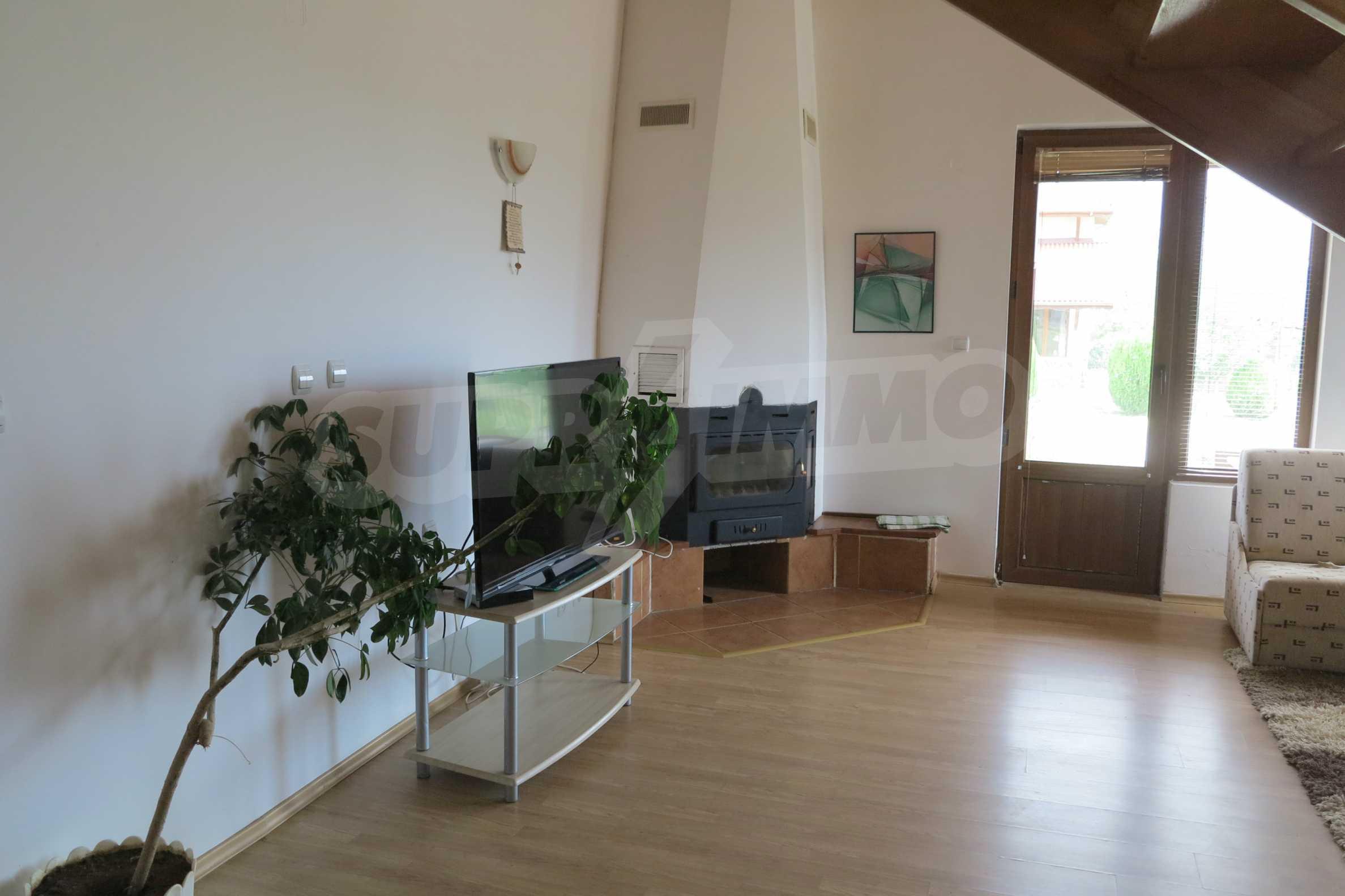 Двуетажна планинска къща с двор и лесен достъп до София 5