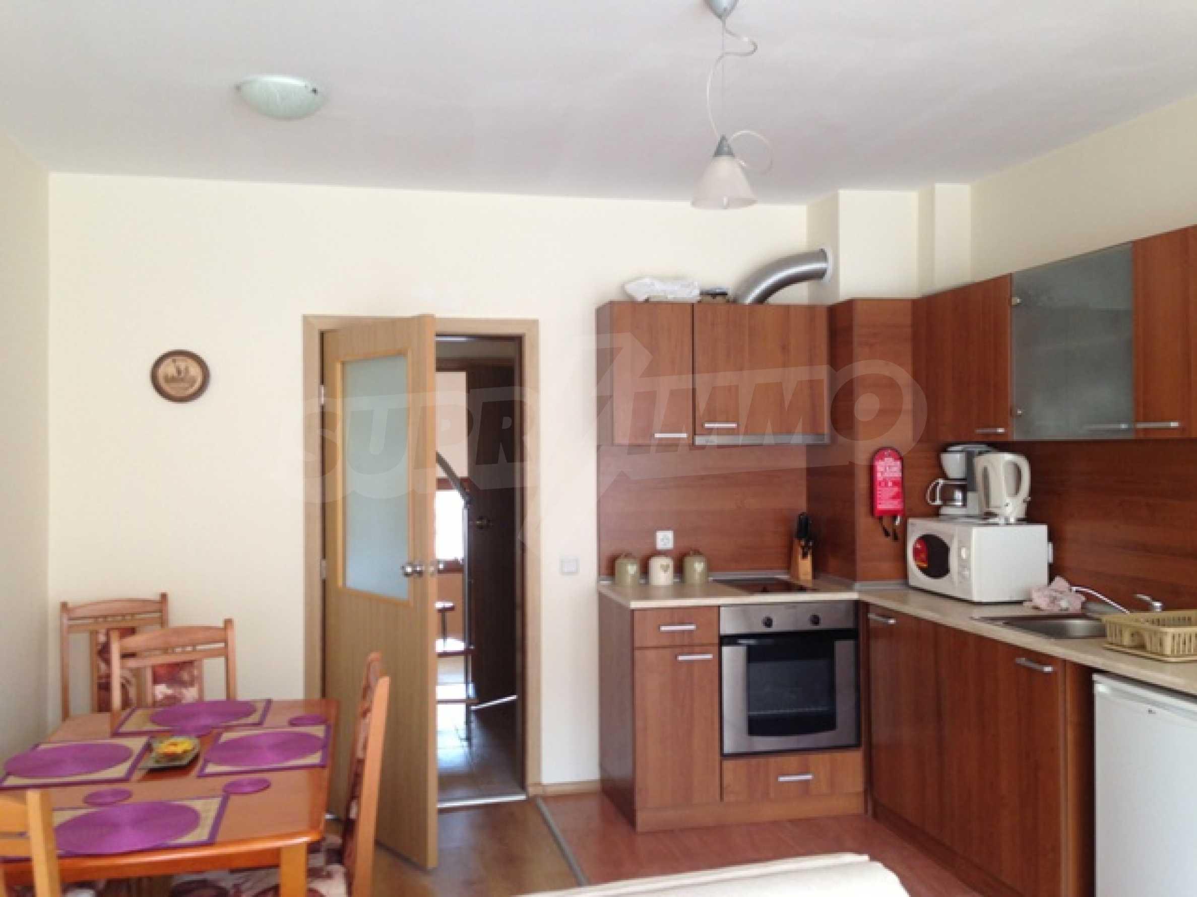 Тристаен апартамент в планински курорт Банско 4