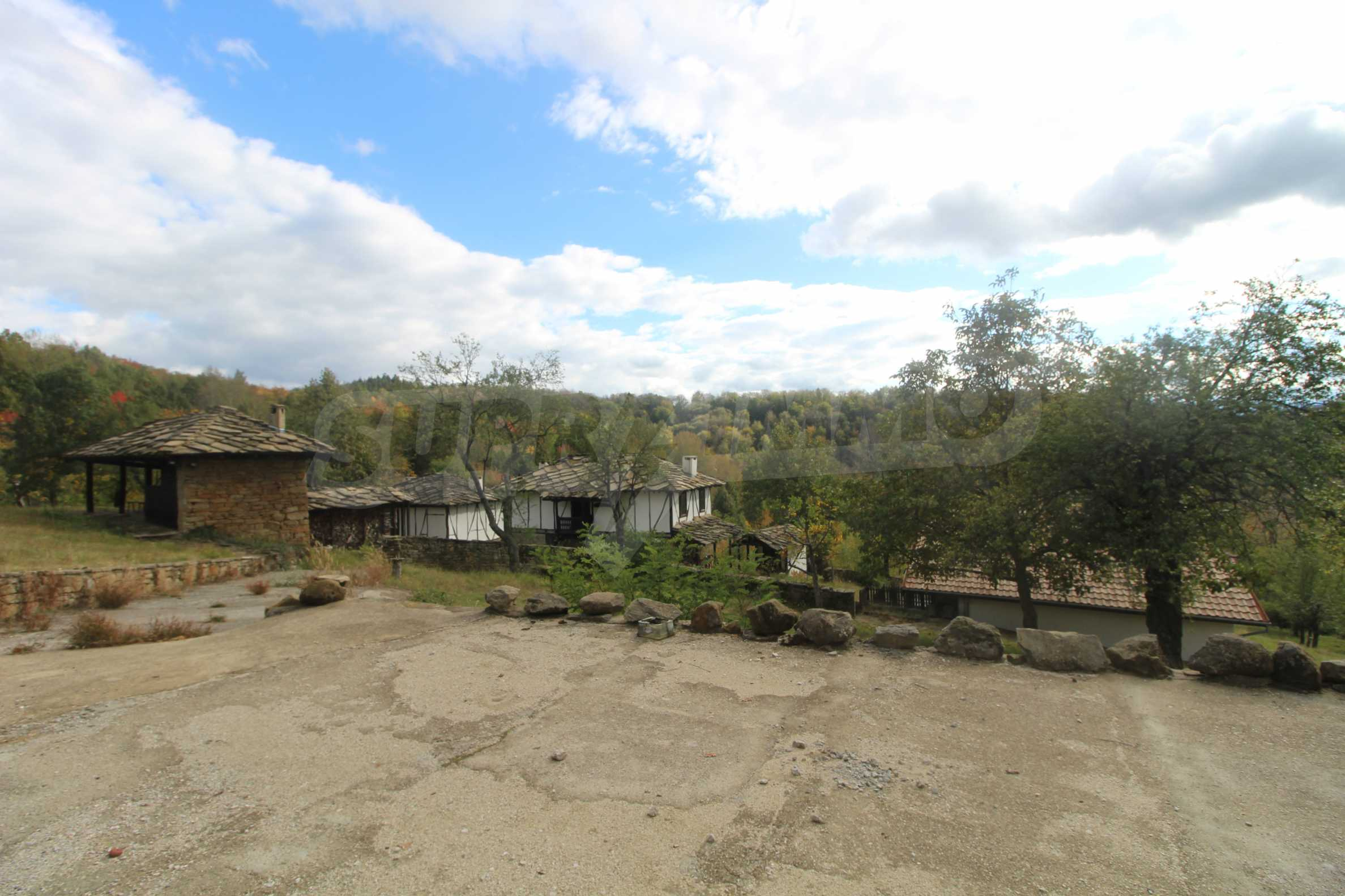 Luxuriöses Berggut mit einem sehr großen Garten auf dem Balkan, 17 km von Tryavna entfernt 4