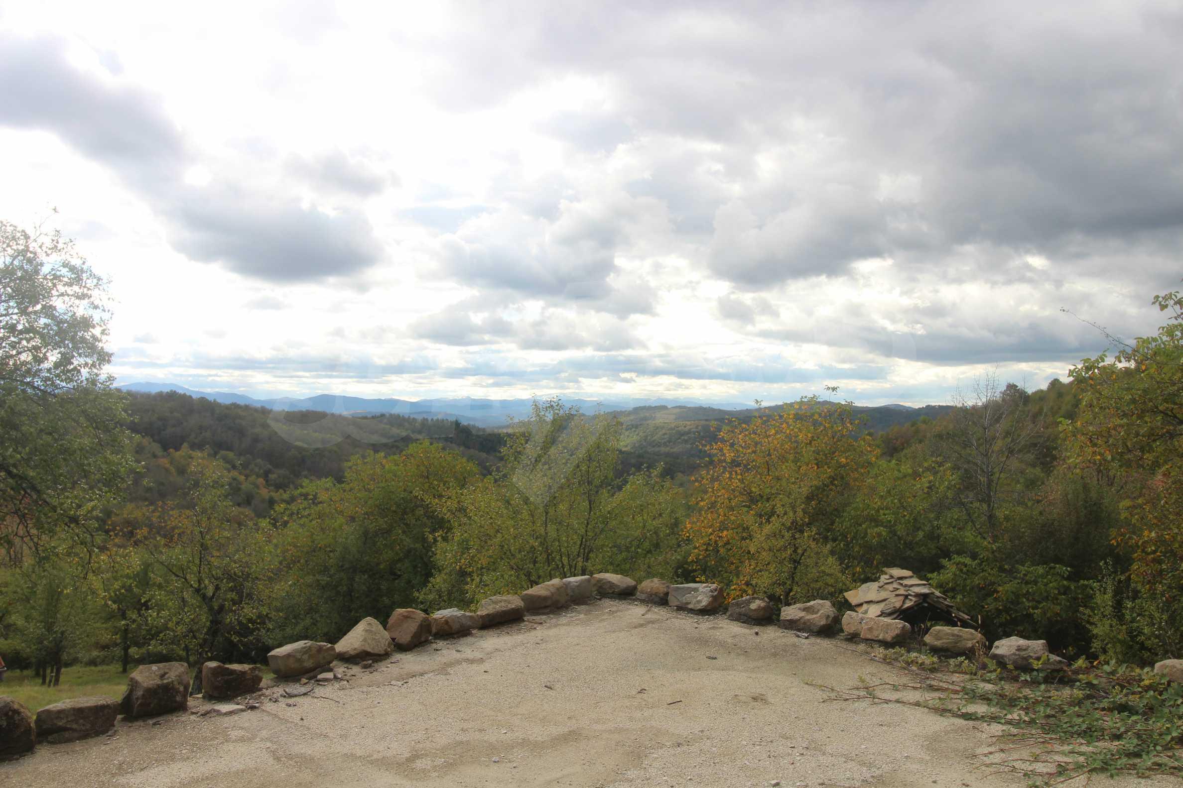 Luxuriöses Berggut mit einem sehr großen Garten auf dem Balkan, 17 km von Tryavna entfernt 5