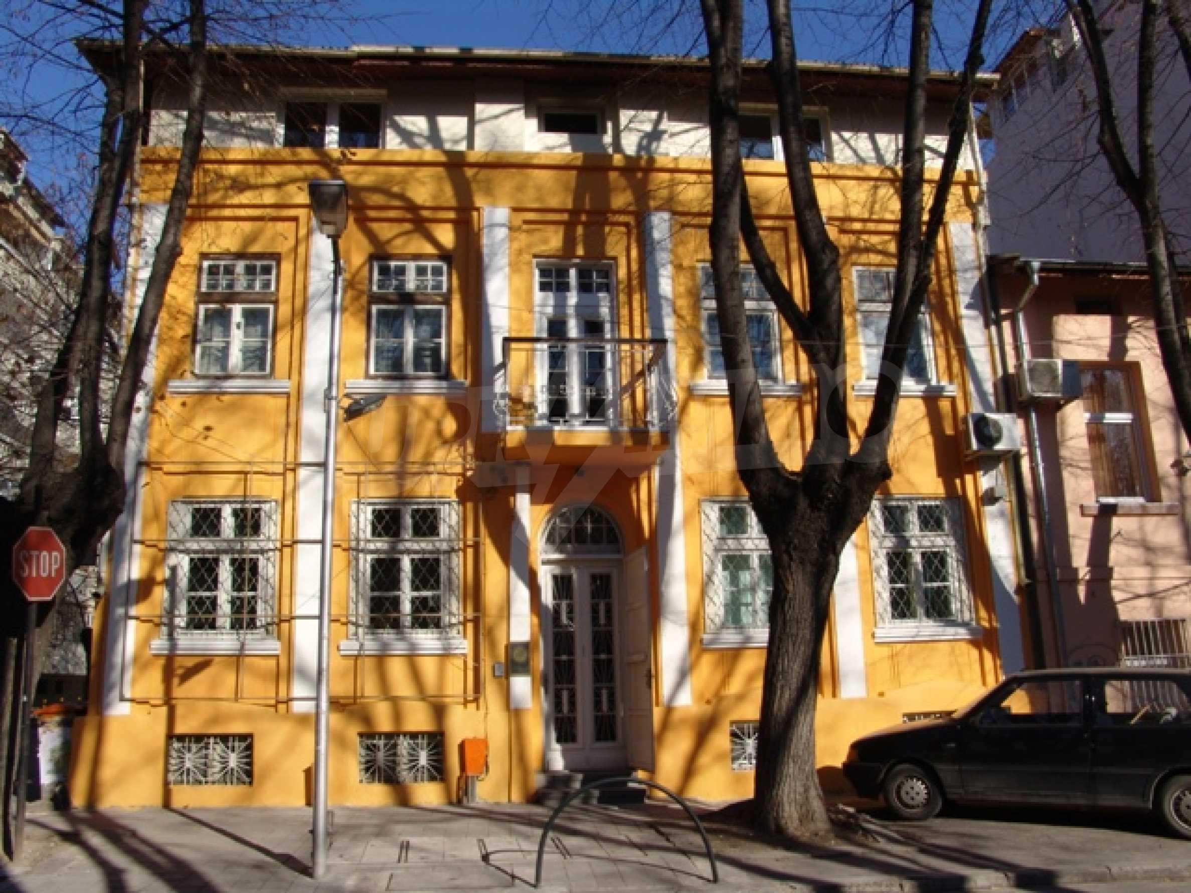 Етаж от къща автентичен дух в идеалния център на Варна