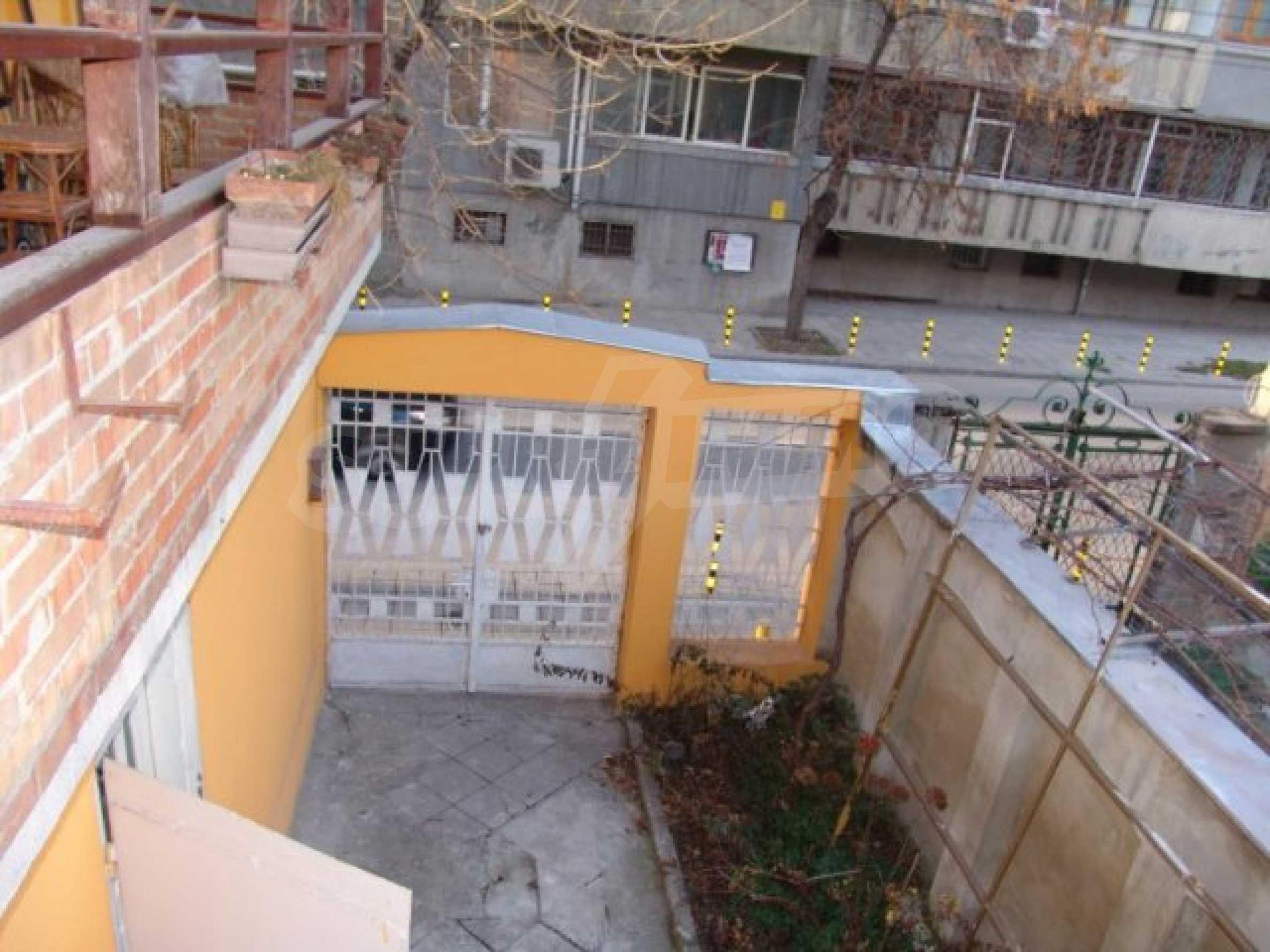 Етаж от къща автентичен дух в идеалния център на Варна 15