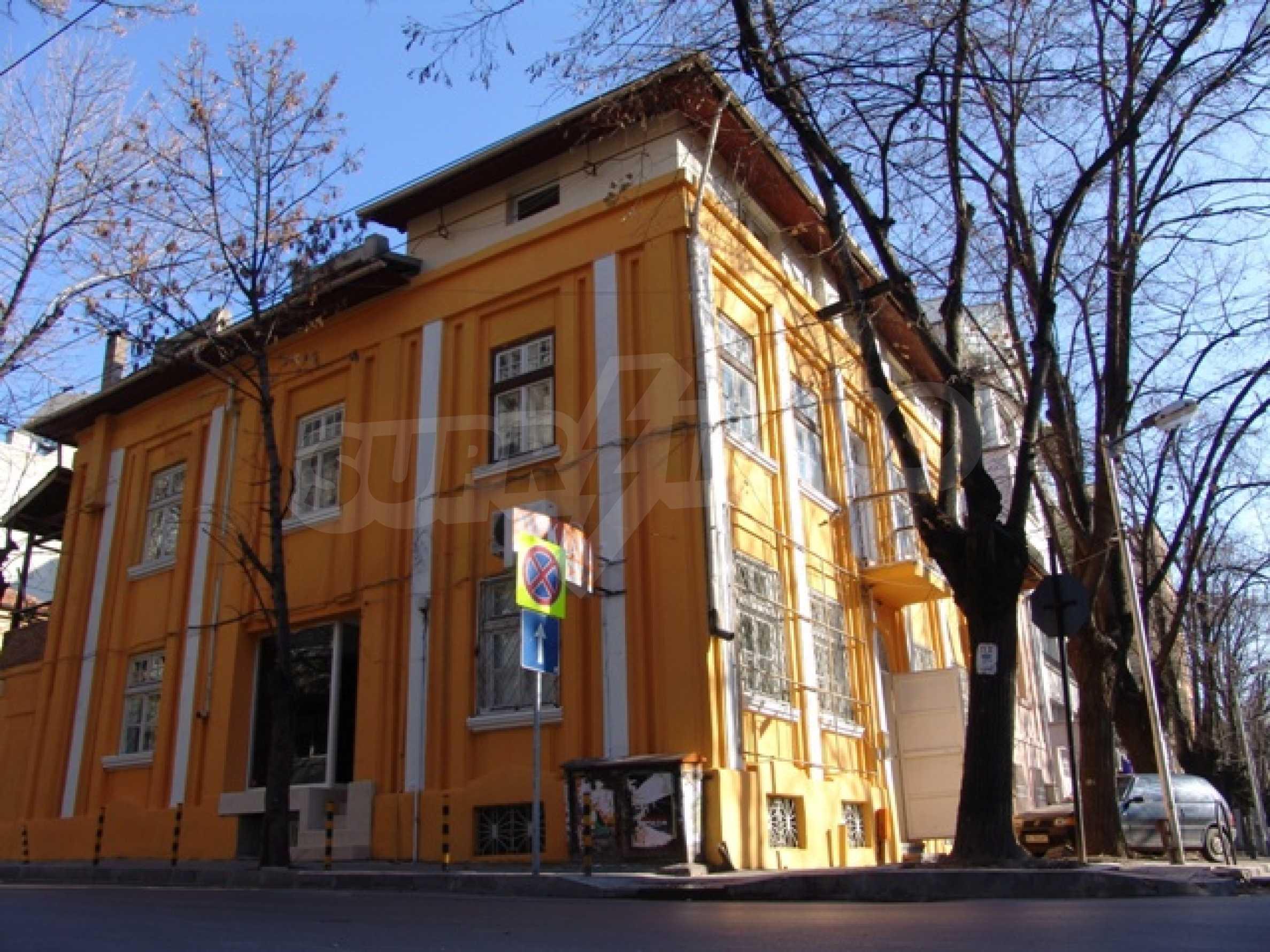 Етаж от къща автентичен дух в идеалния център на Варна 1