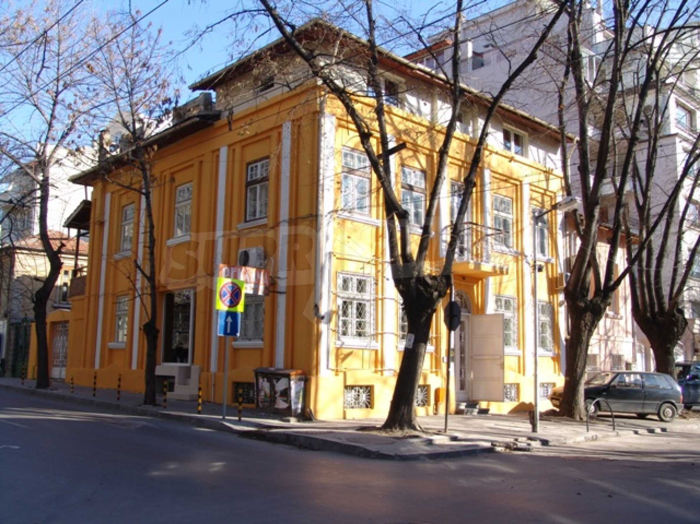 Етаж от къща автентичен дух в идеалния център на Варна 2