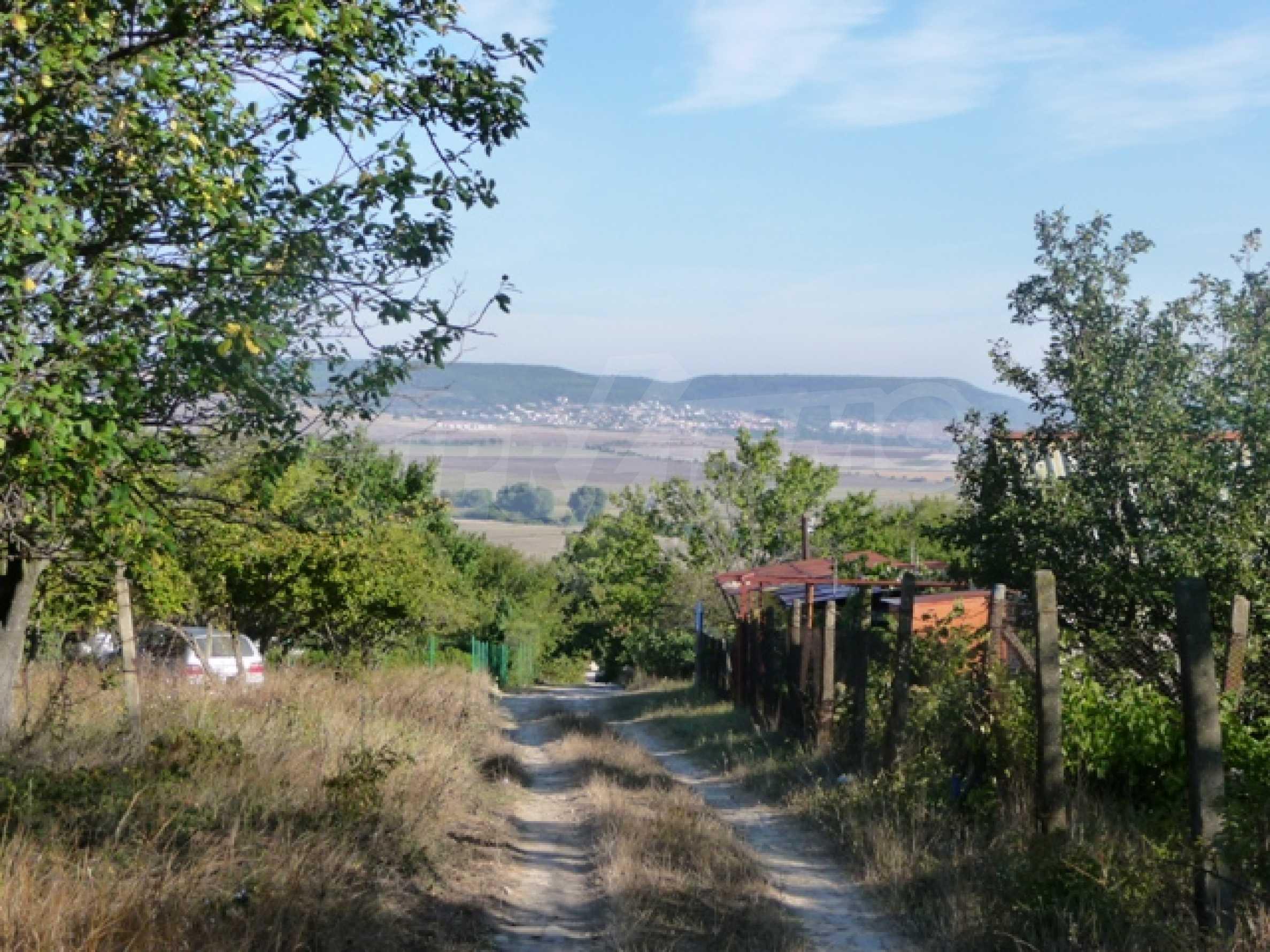 Урегулиран парцел до Варна 2