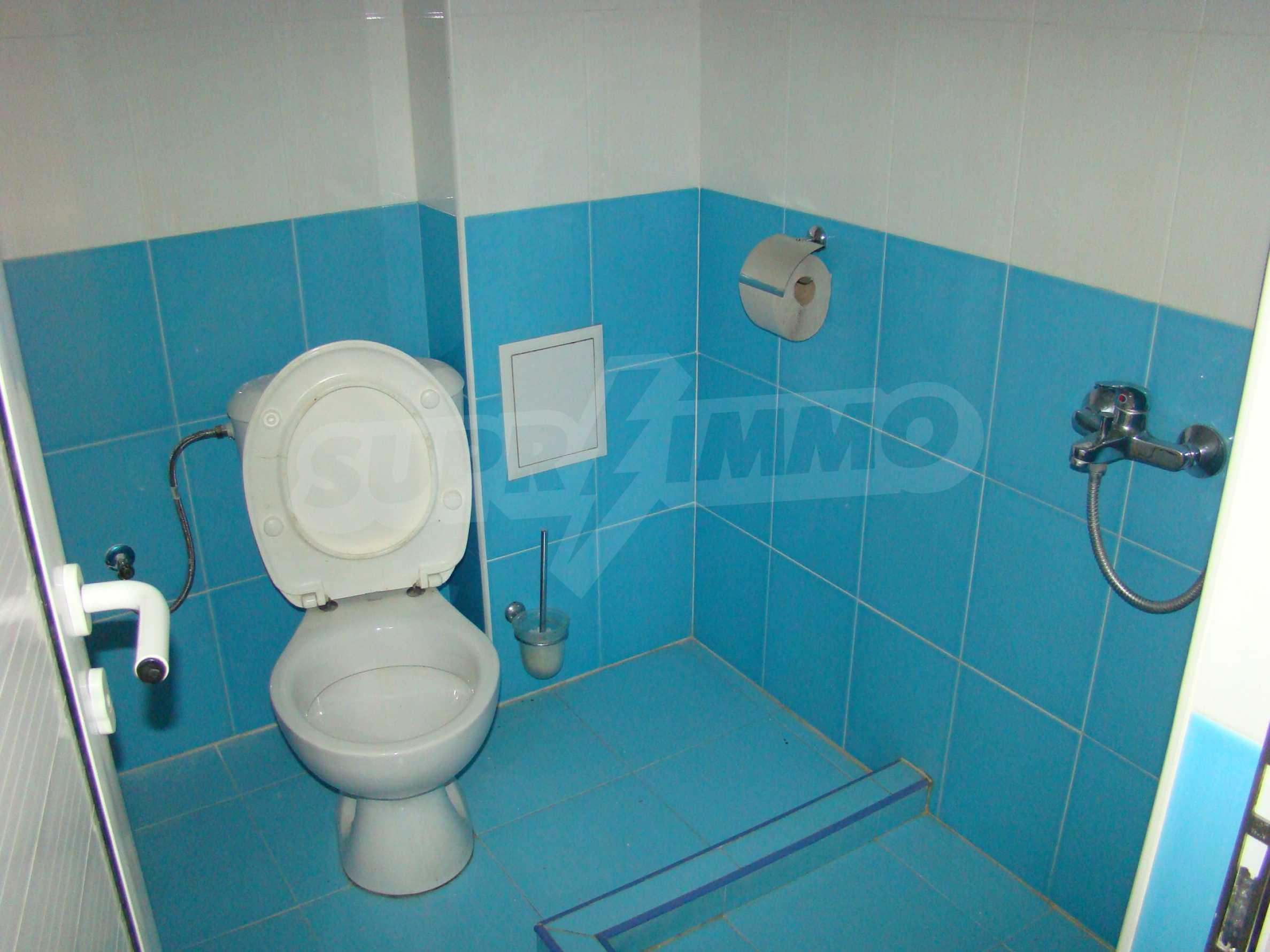 Тристаен апартамент в комплекс от затворен тип, Видинско 11