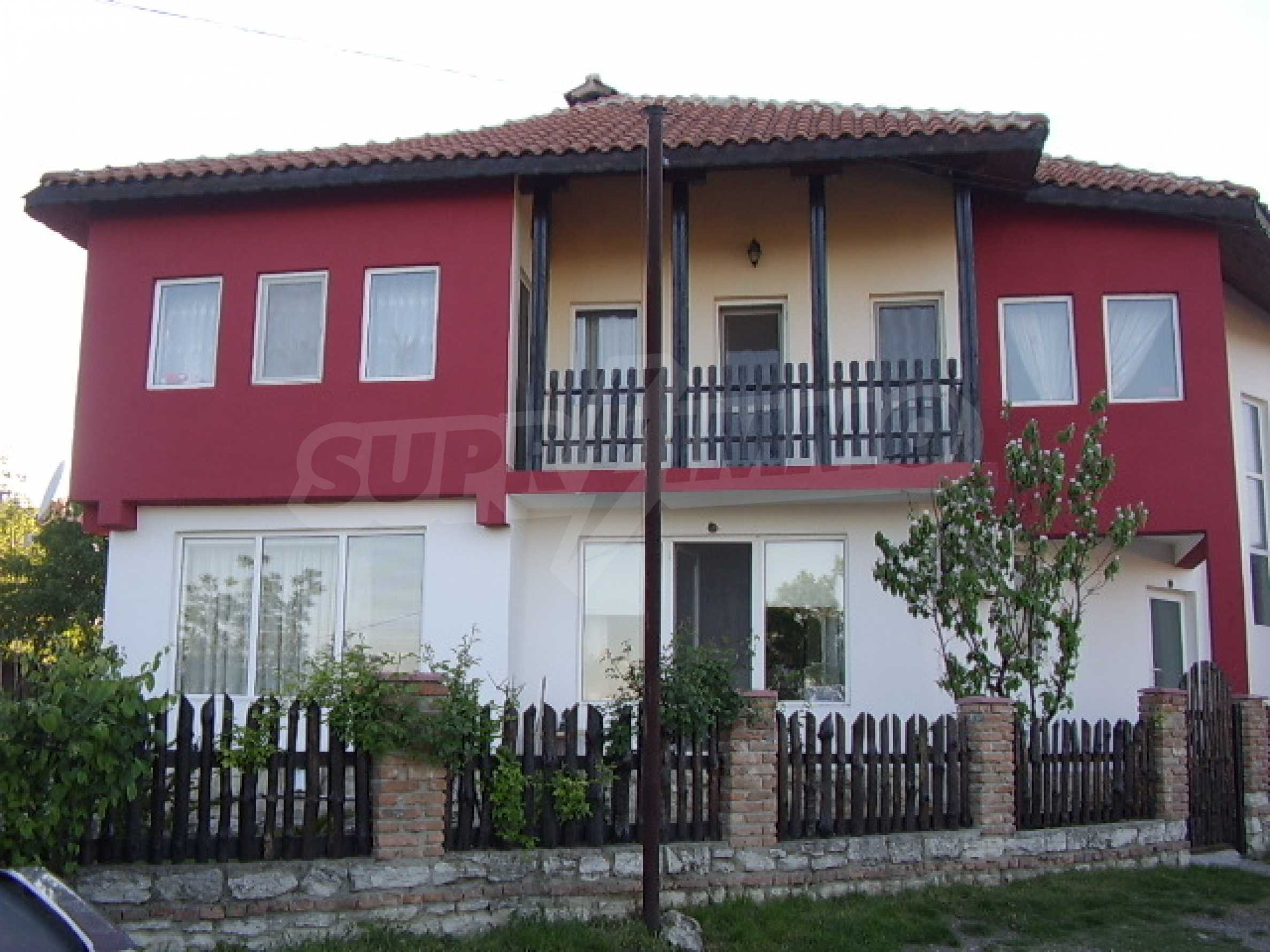 House with restaurant for sale
