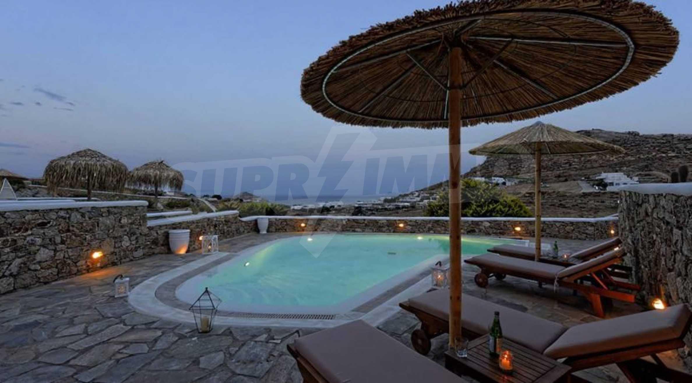 Вила с басейн и морски изглед в Миконос 2
