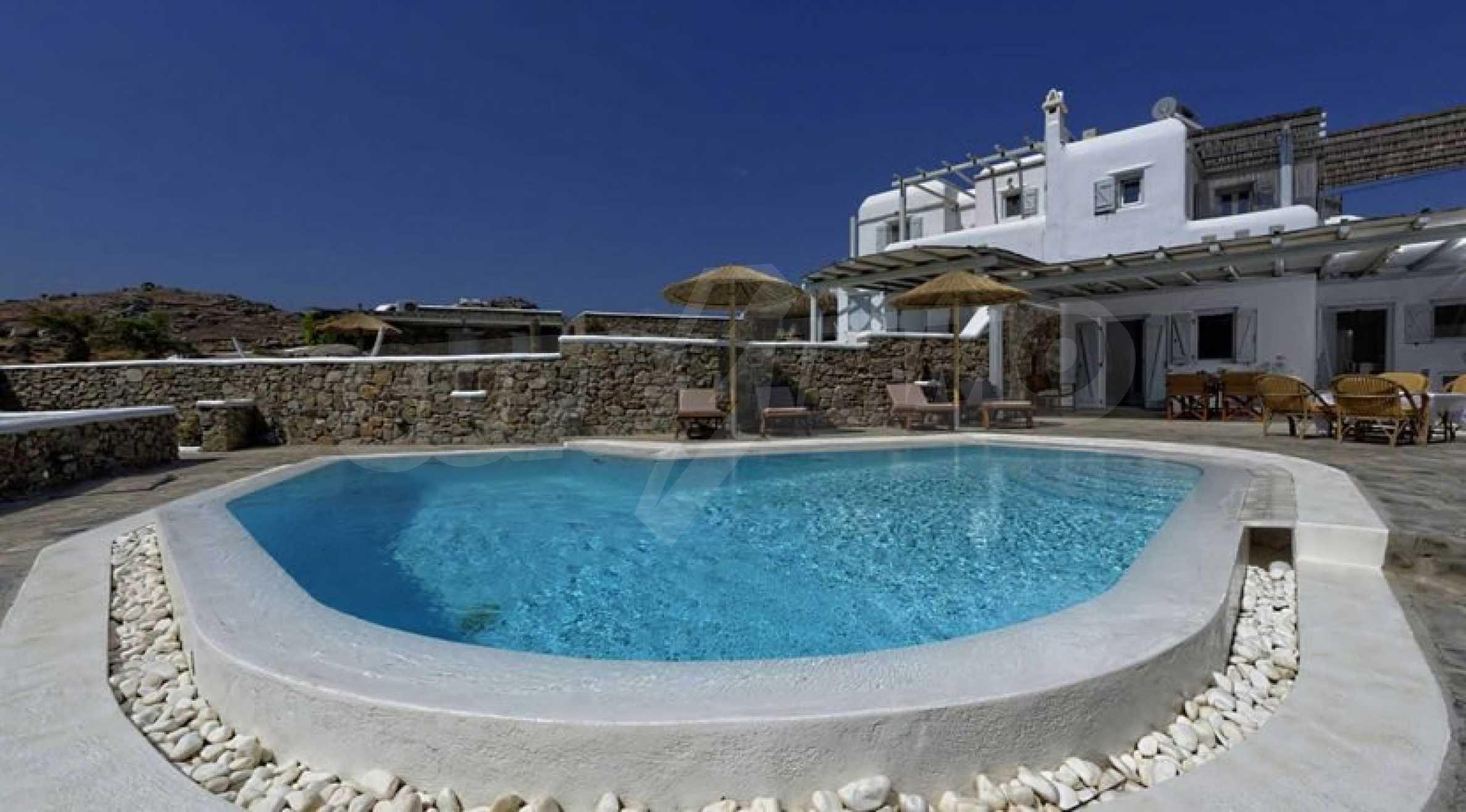 Вила с басейн и морски изглед в Миконос 4