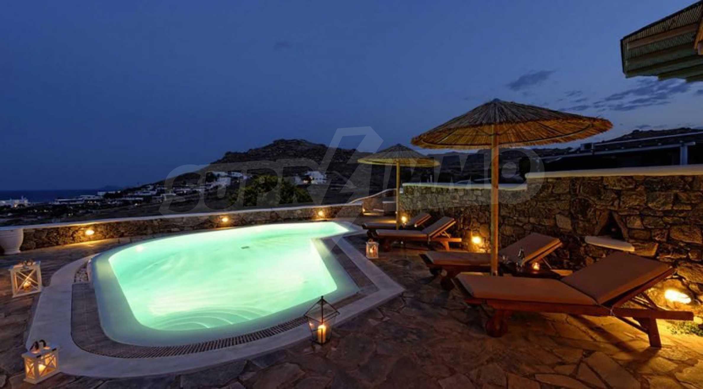 Вила с басейн и морски изглед в Миконос 7