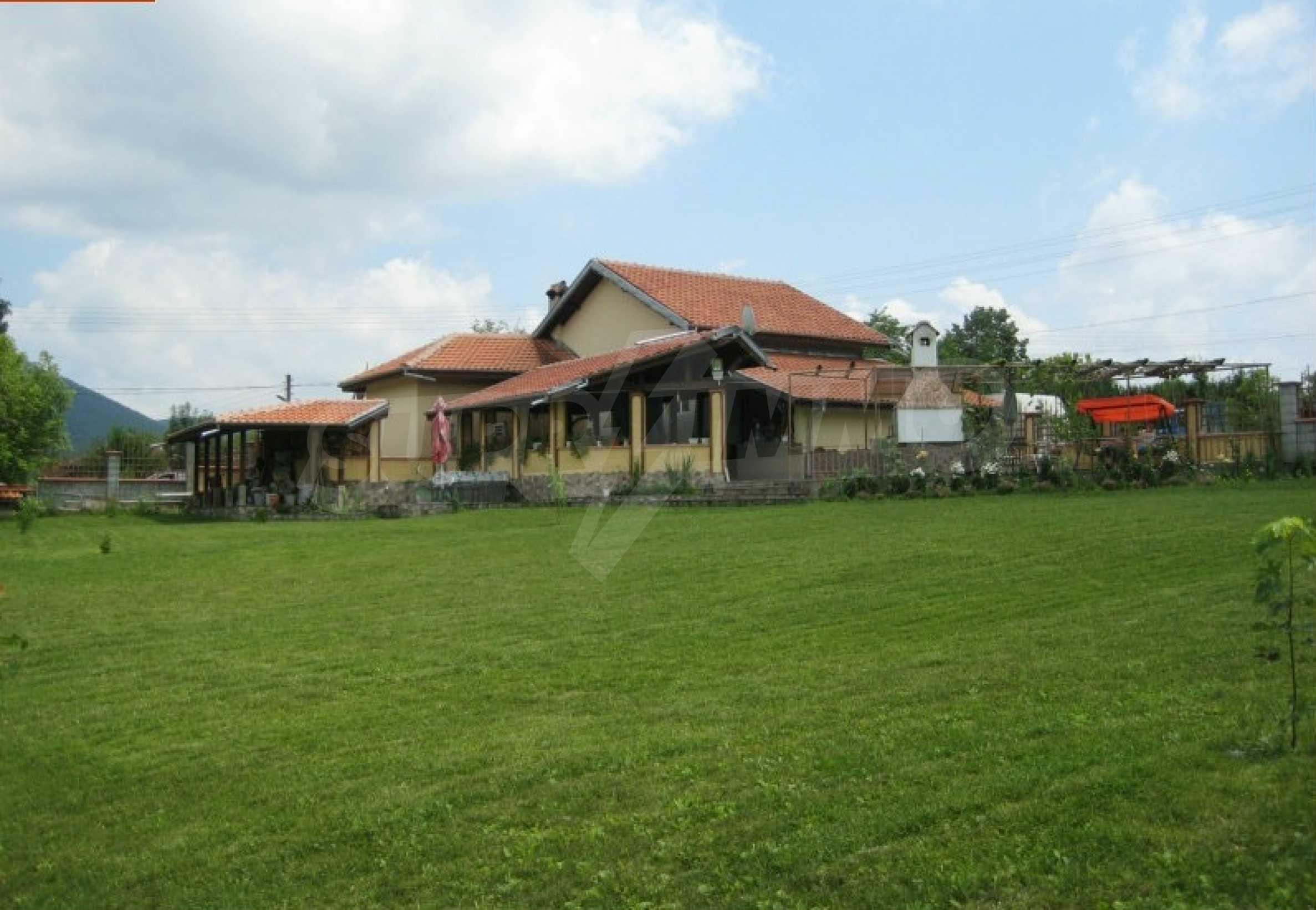 Beautiful house near Elena 12