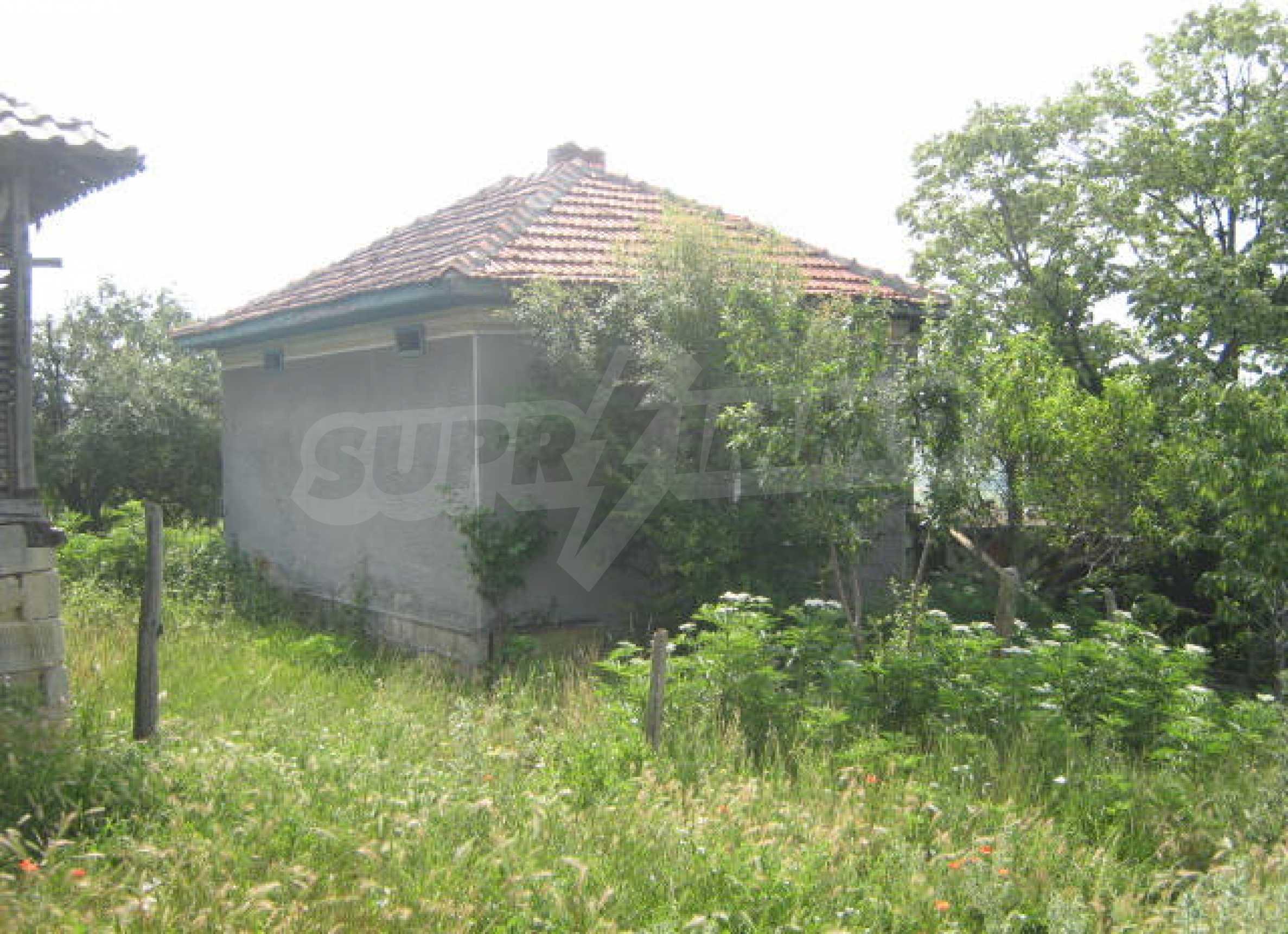 Селска къща с голям двор на 13 км от Видин 1