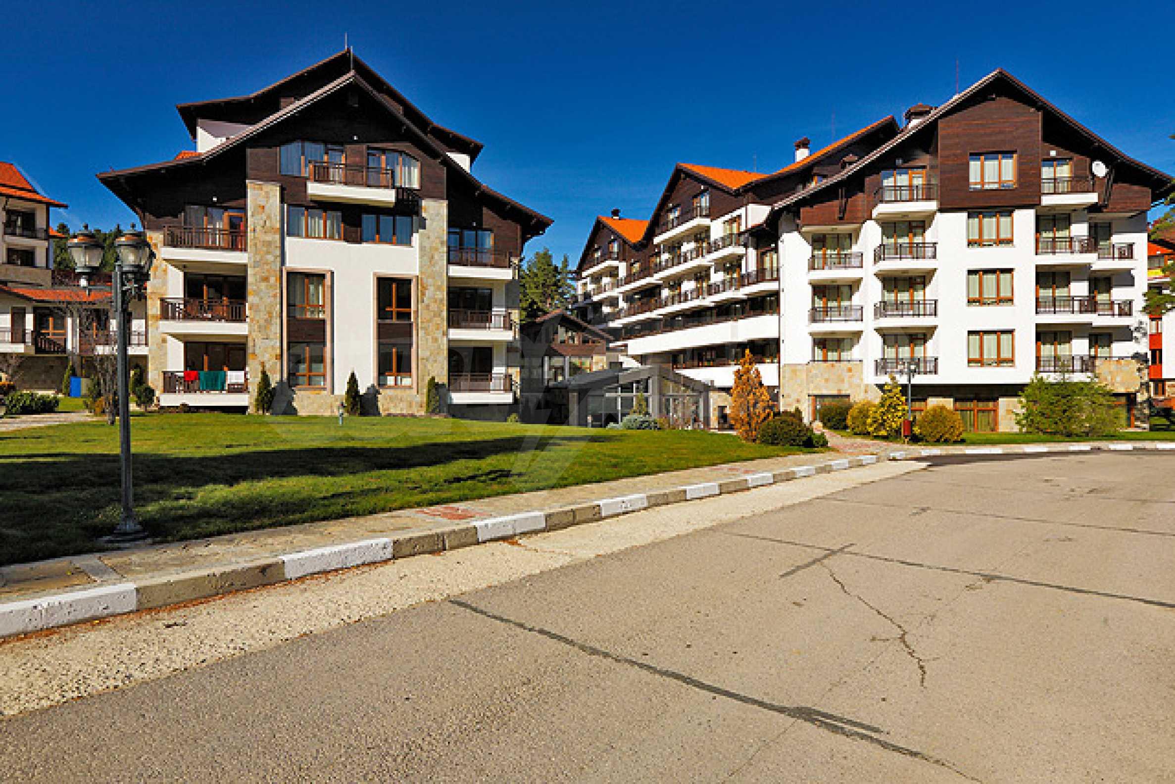 Първокласни апартаменти за продажба на метри от писта Ястребец в Боровец
