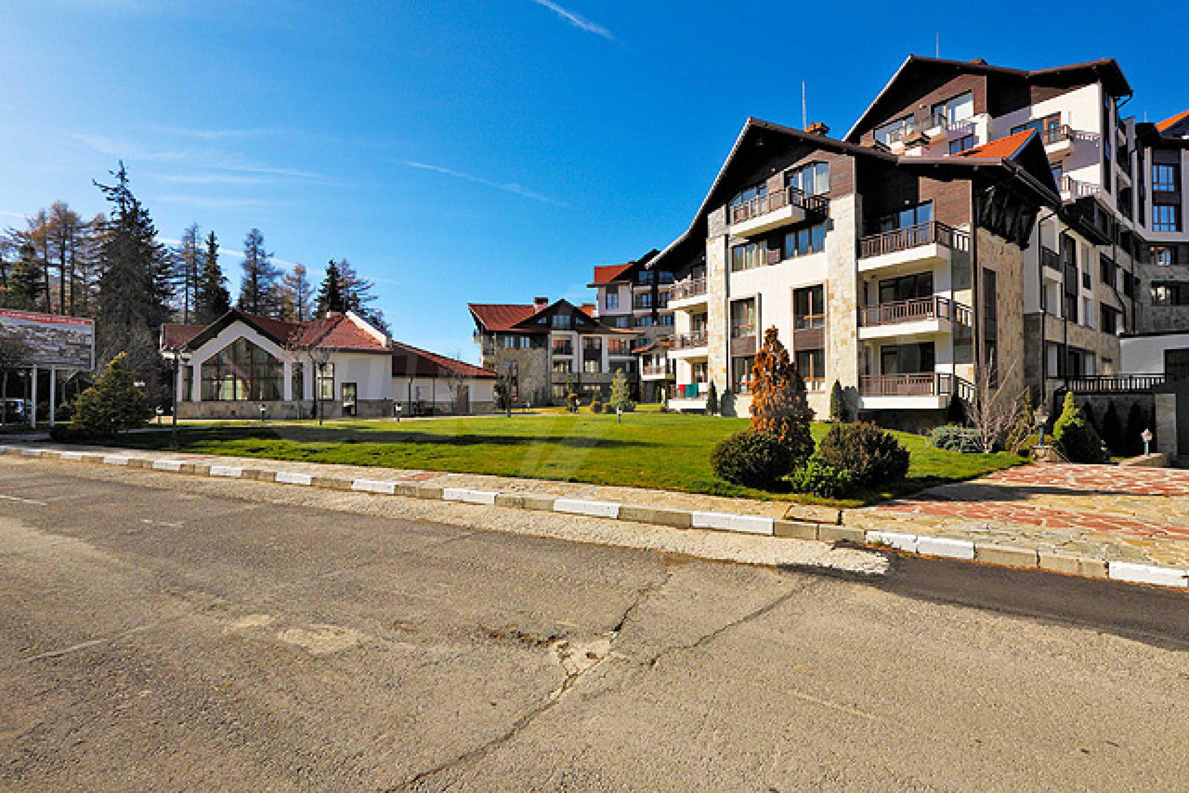 Първокласни апартаменти за продажба на метри от писта Ястребец в Боровец 1